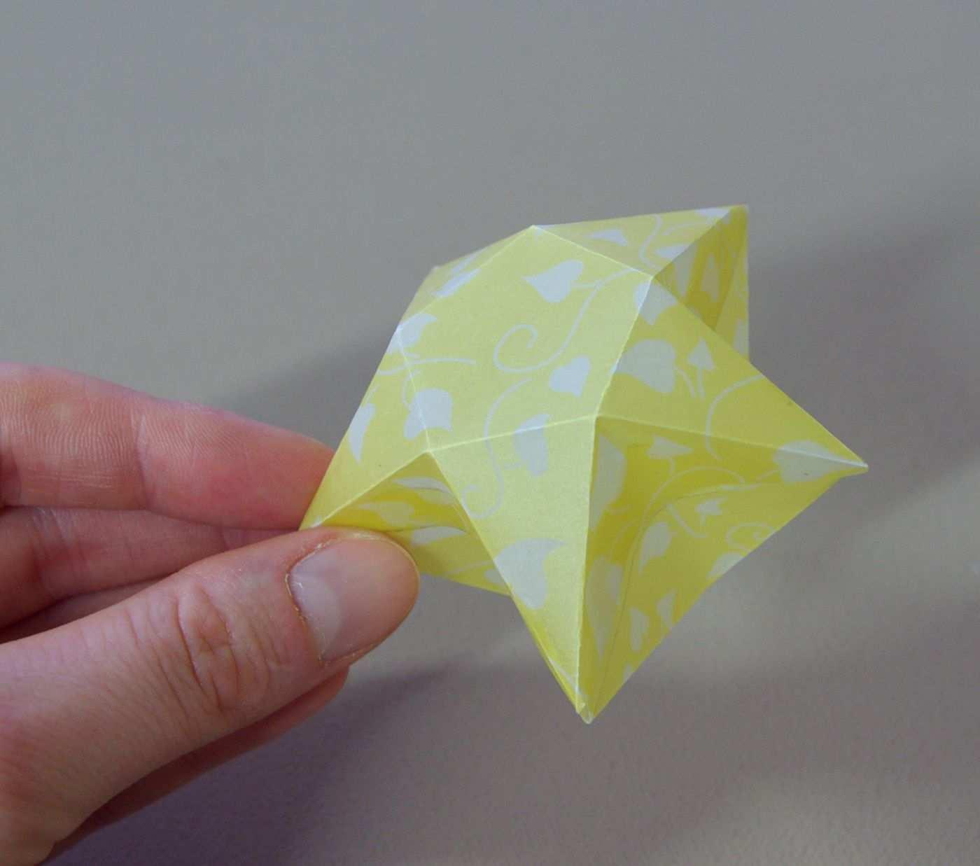Origami Sterne 3d Falten Faltanleitung Lichterkette Basteln Sterne Selber Machen Anleitung Diy Kostenl Origami Stern Falten Origami Sterne Lichterkette Basteln