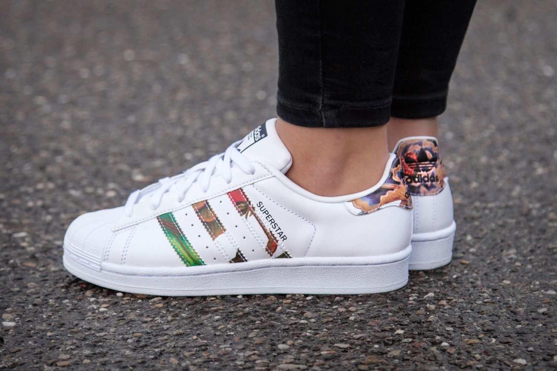 Adidas Superstar Mit Blumenprint Adidas Superstar Trend Fashion Schuhe