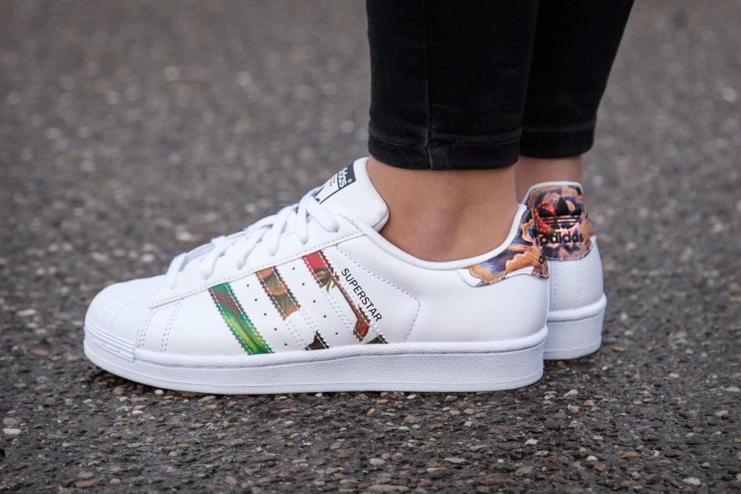 Adidas Superstar Mit Blumenprint Adidas Superstar Trend Fashion Schuhe