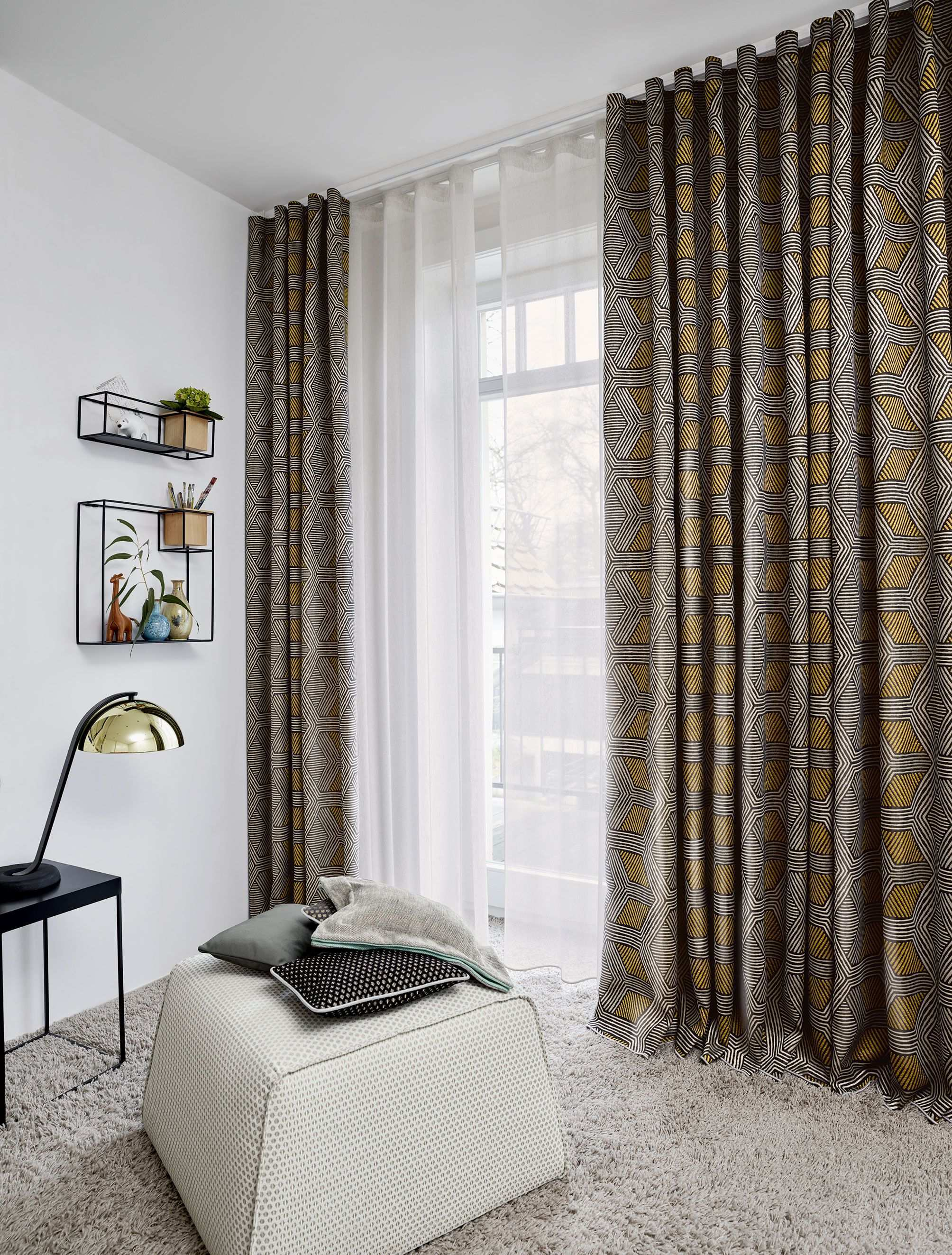 A Must Have Weave Traffic A Jacquard Fabric Impresses With A Modern Woven Structure That Incorporates Linen And Graphic Panels W Wohn Design Gardinen Wohnen