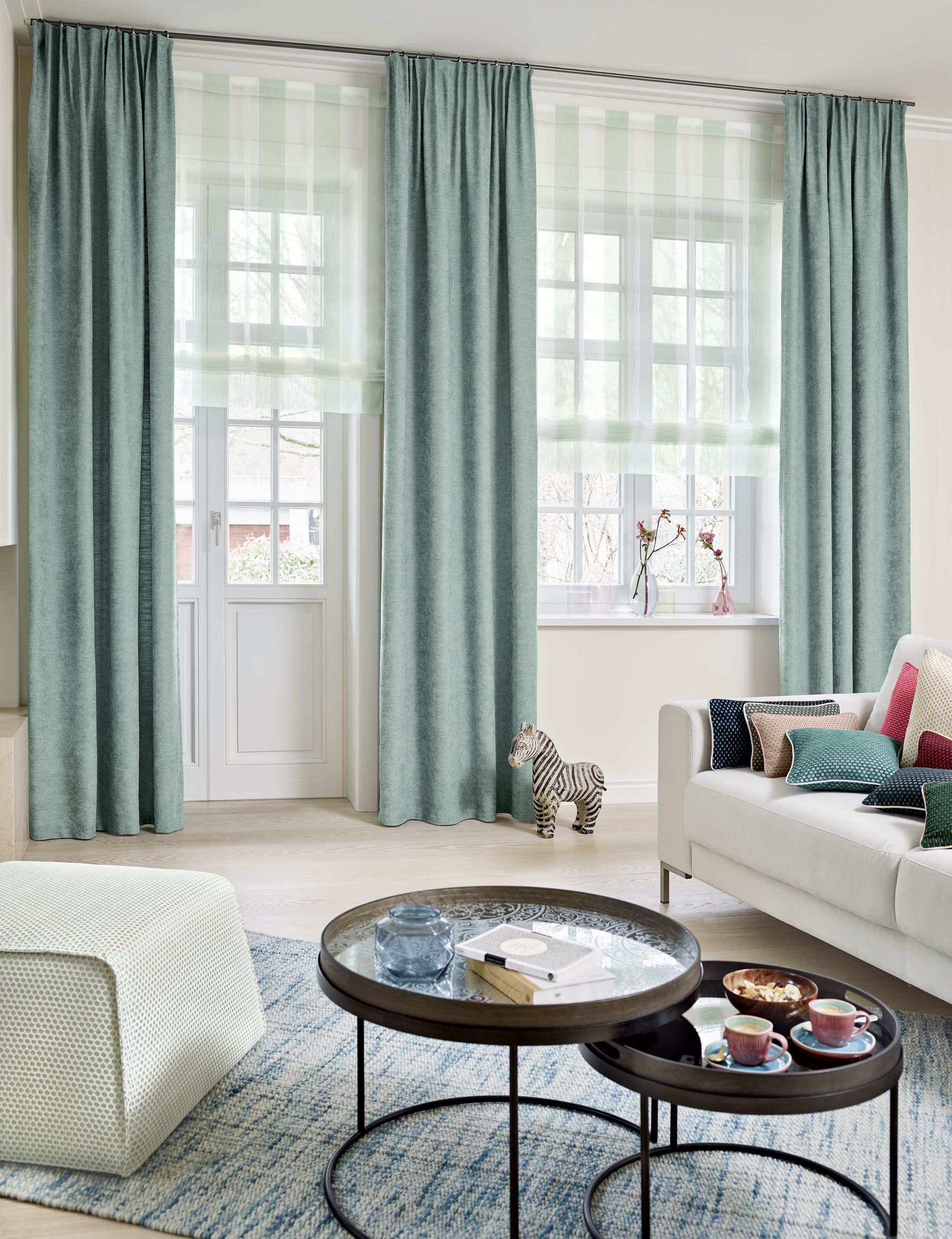 This Is An Ado Goldkante Fabric For All The Senses The Voluminous Material Is Cuddly To The Touch And Boasts A Natu Nobles Wohnzimmer Wohnen Fensterdekoration