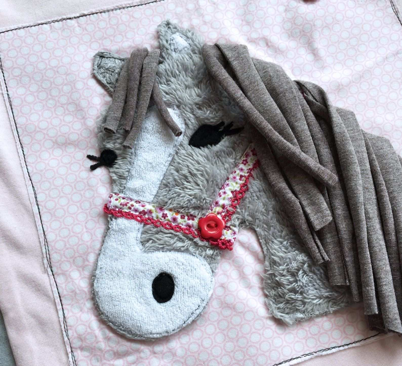 Applikationsvorlage Lulu Pony Pferde Applikation Fabric Crafts Pillow Case Crafts Vintage Quilts
