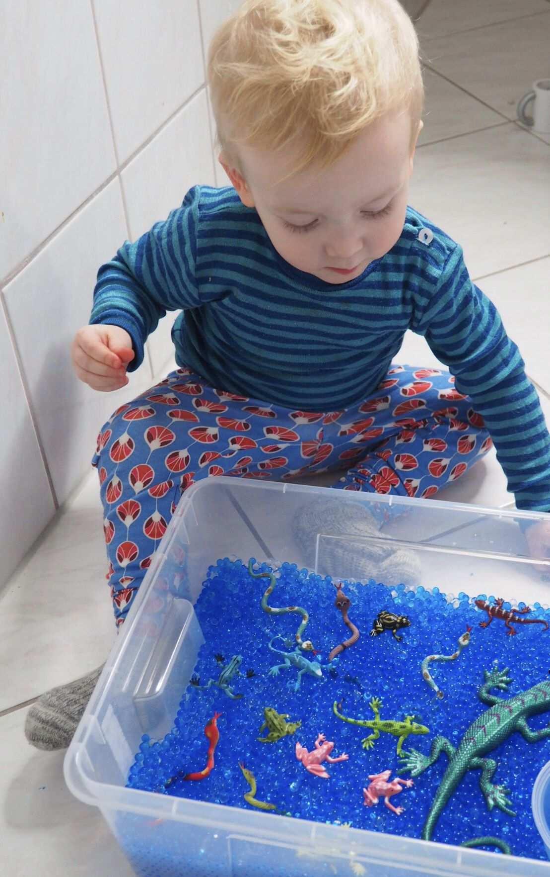 Basteln Mit Kleinkinder Beschaftigungsideen Aquarium Fur Kinder Basteln Mit Kleinkindern Wasserperlen