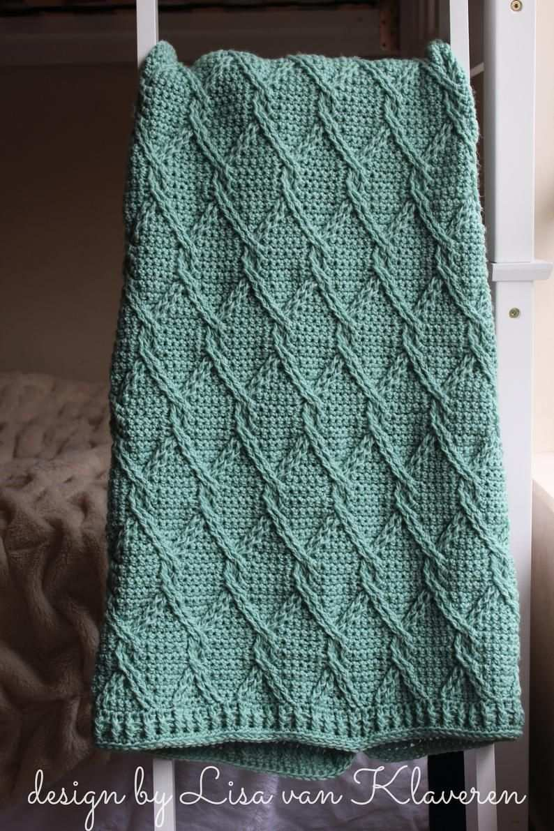 Download Now Crochet Pattern Aran Green Cables Blanket Make To Any Size Pattern Pdf Hakeldecken Muster Afghanische Hakelmuster Gehakelte Decken