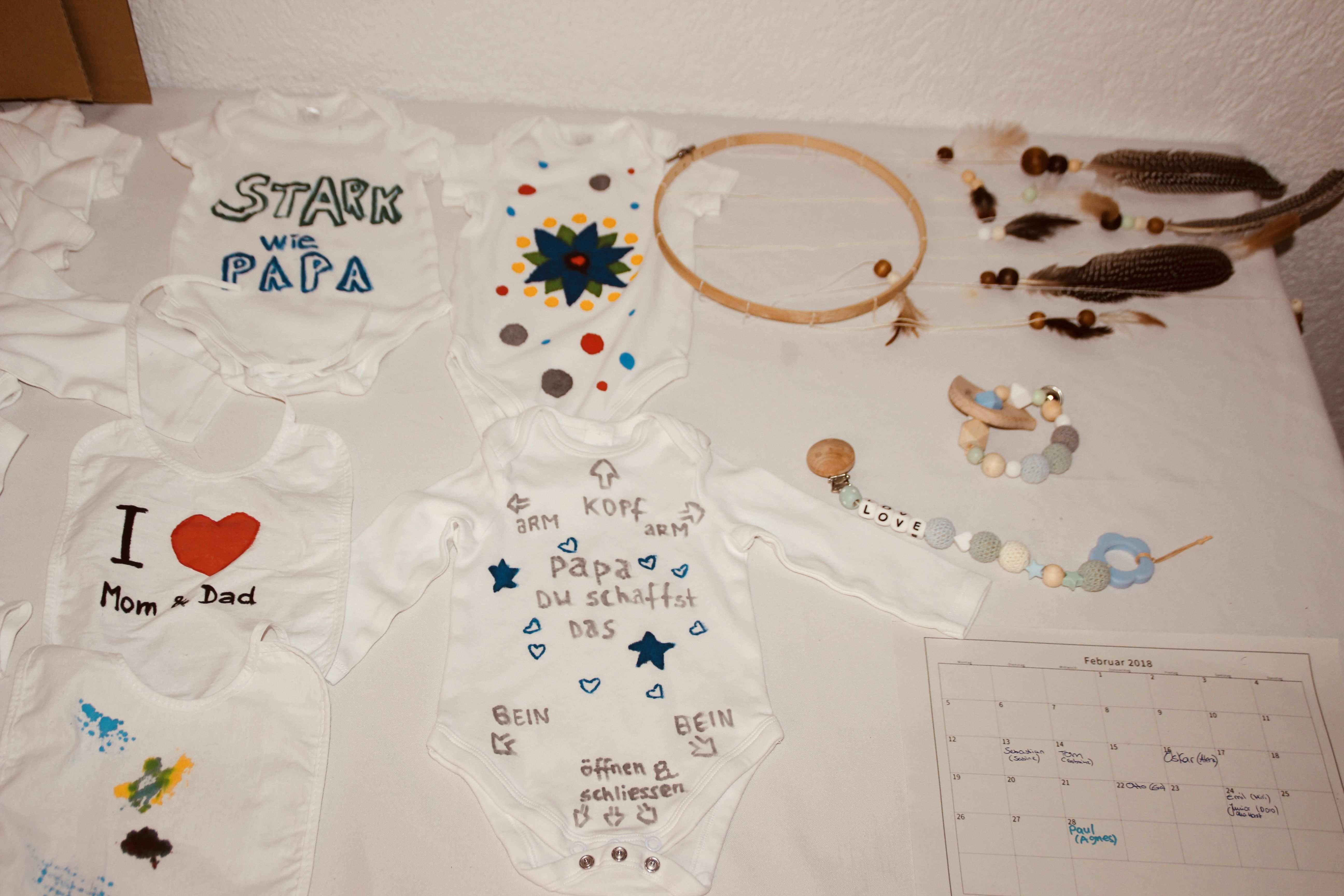 Www Einzigartig Kreativbude De Strampler Body Bemalen Babyparty Itsaboy Babyboy Kreativ Workshop Diy Selbermachen Babyparty Geschenke Geschenkideen