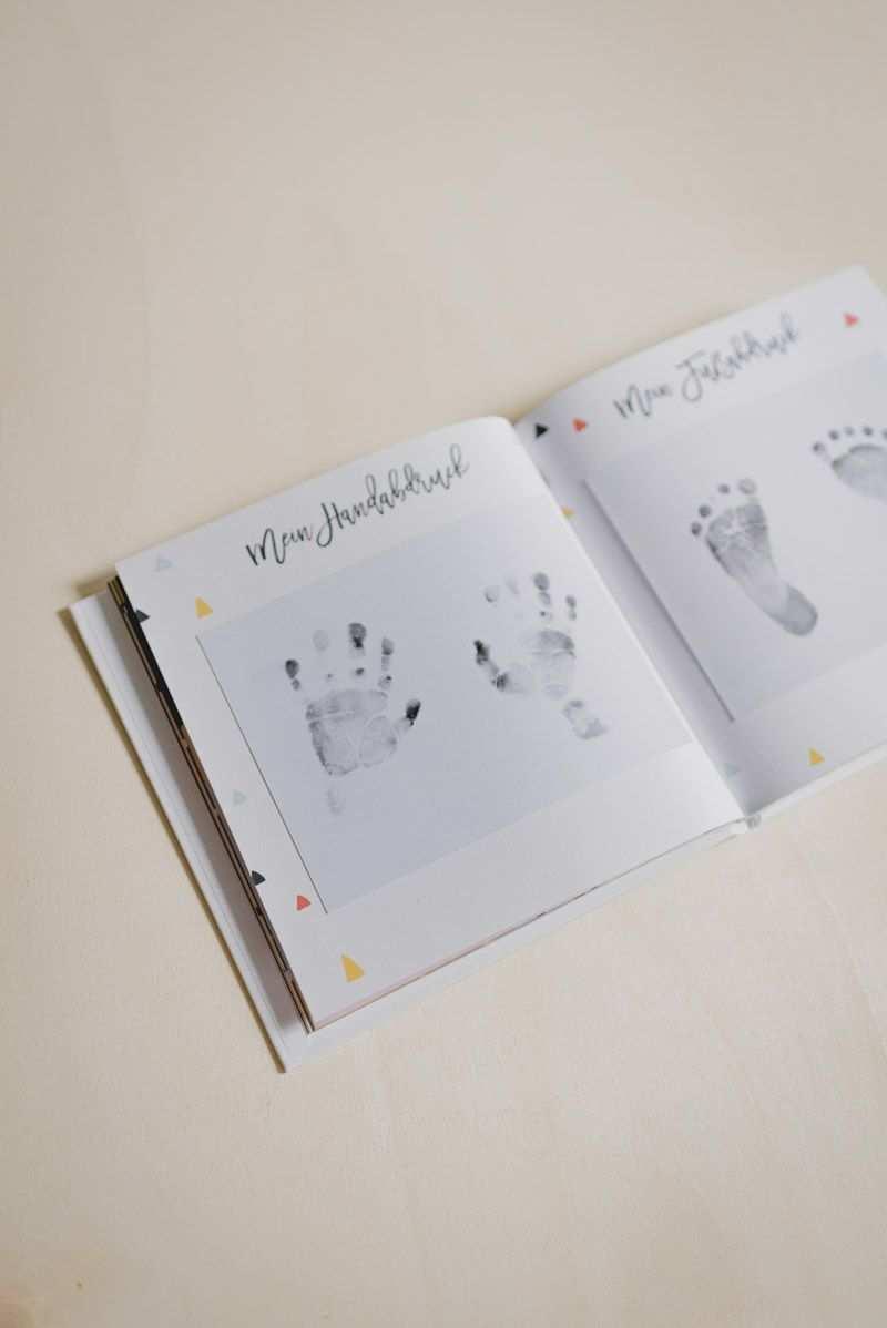 Erinnerungsalbum Furs Erste Jahr Babyalbum Fotoalbum Ideen Erstesjahr Inhalt Junge Ma Fotoalbum Gestalten Baby Fotoalbum Gestalten Kind Fotoalbum Kind