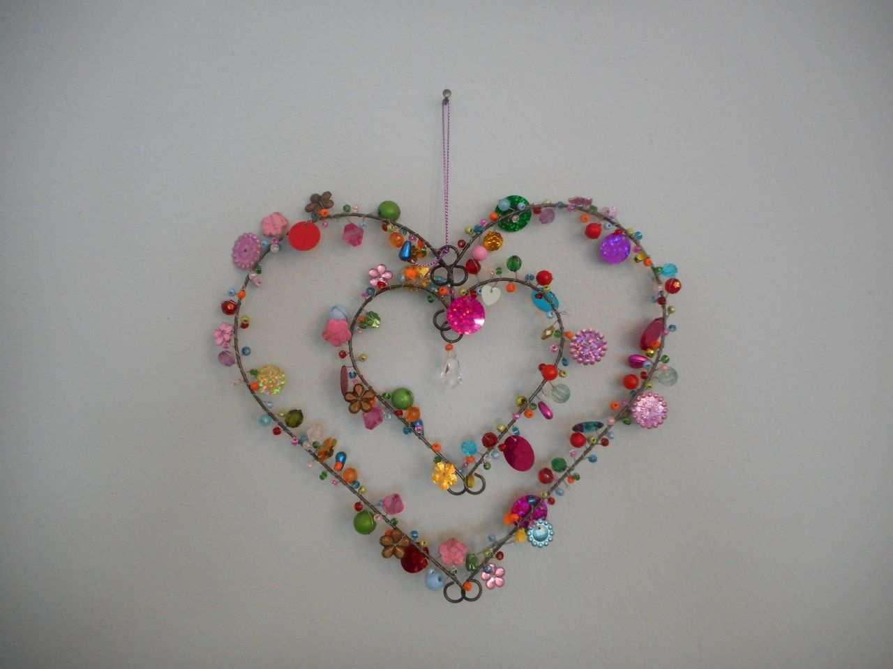 Herz Fensterdeko Mit Bunten Perlen Pailletten Perlen Basteln Basteln Mit Draht Basteln