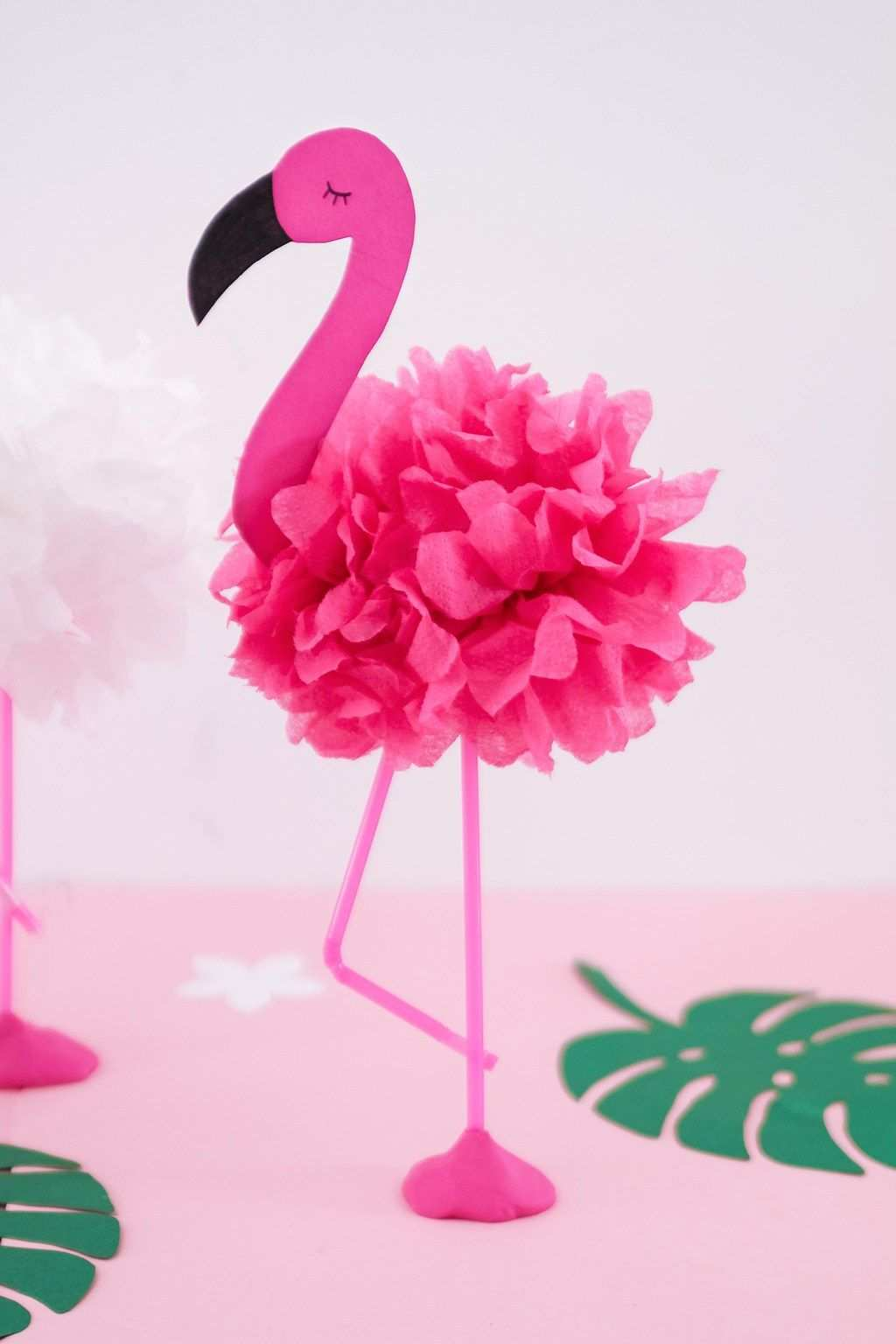 Diy Pompon Flamingos Basteln Ideale Deko Fur Die Nachste Sommerparty Diy Pompons Partydeko Flamingo Geburtstag