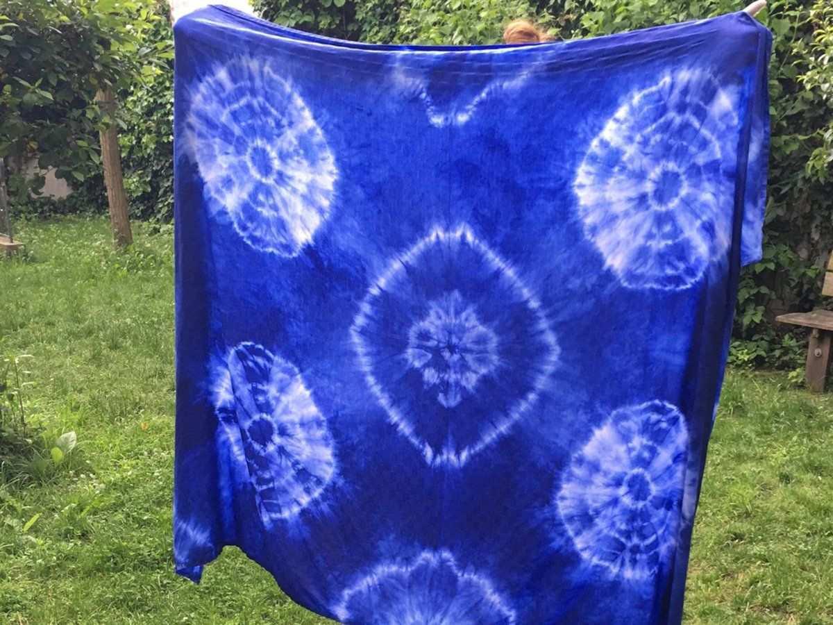 Batiken Die Einfachste Batik Anleitung Im Netz Batik Batik Technik Batik Kleidung