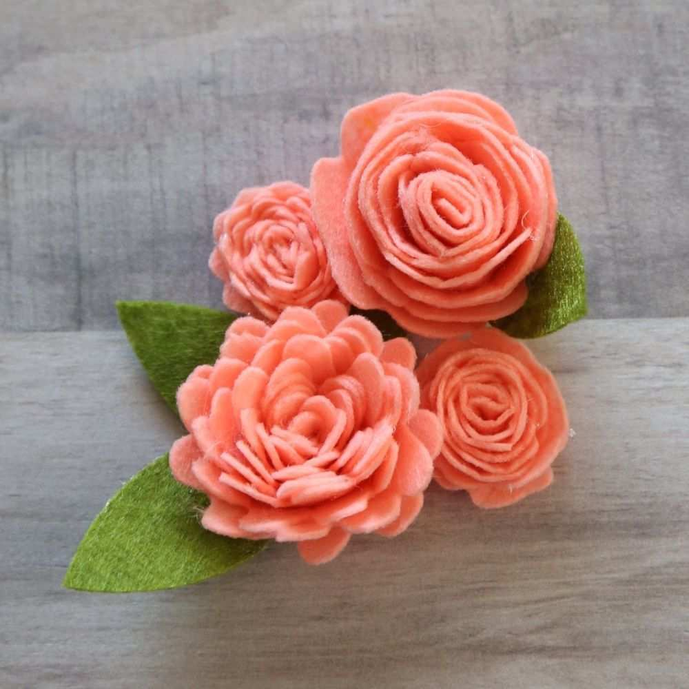 20 Diy Filzblumen Das Gekrauselte Ganseblumchen In 2020 Felt Flower Tutorial Felt Flowers Diy Fabric Flowers Diy