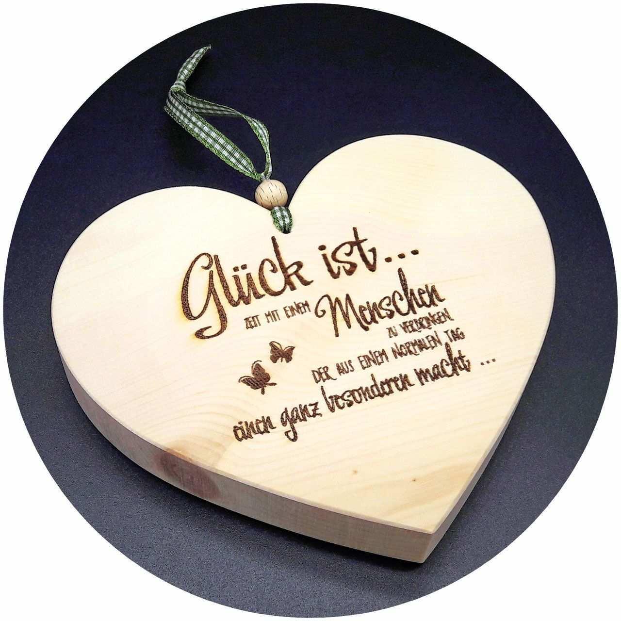 Mit Spruchen Lassen Sich Gefuhle Transportieren Und Ausdrucken Noch Schoner Wird Es Dann Wenn Der Spruch Auf Holz Herz Ostern Basteln Holz Geschenke Aus Holz