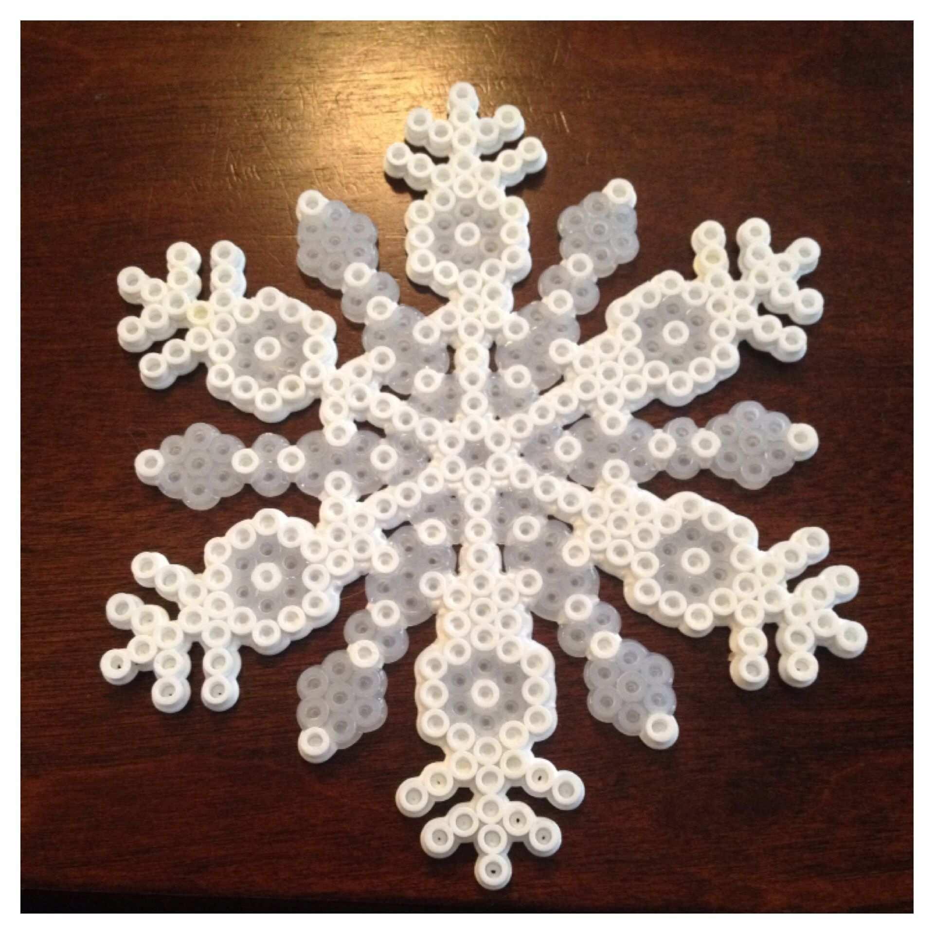 Snowflake Made Of Perler Beads Hamajul Basteln Bugelperlen Bugelperlen Hama Bugelperlen