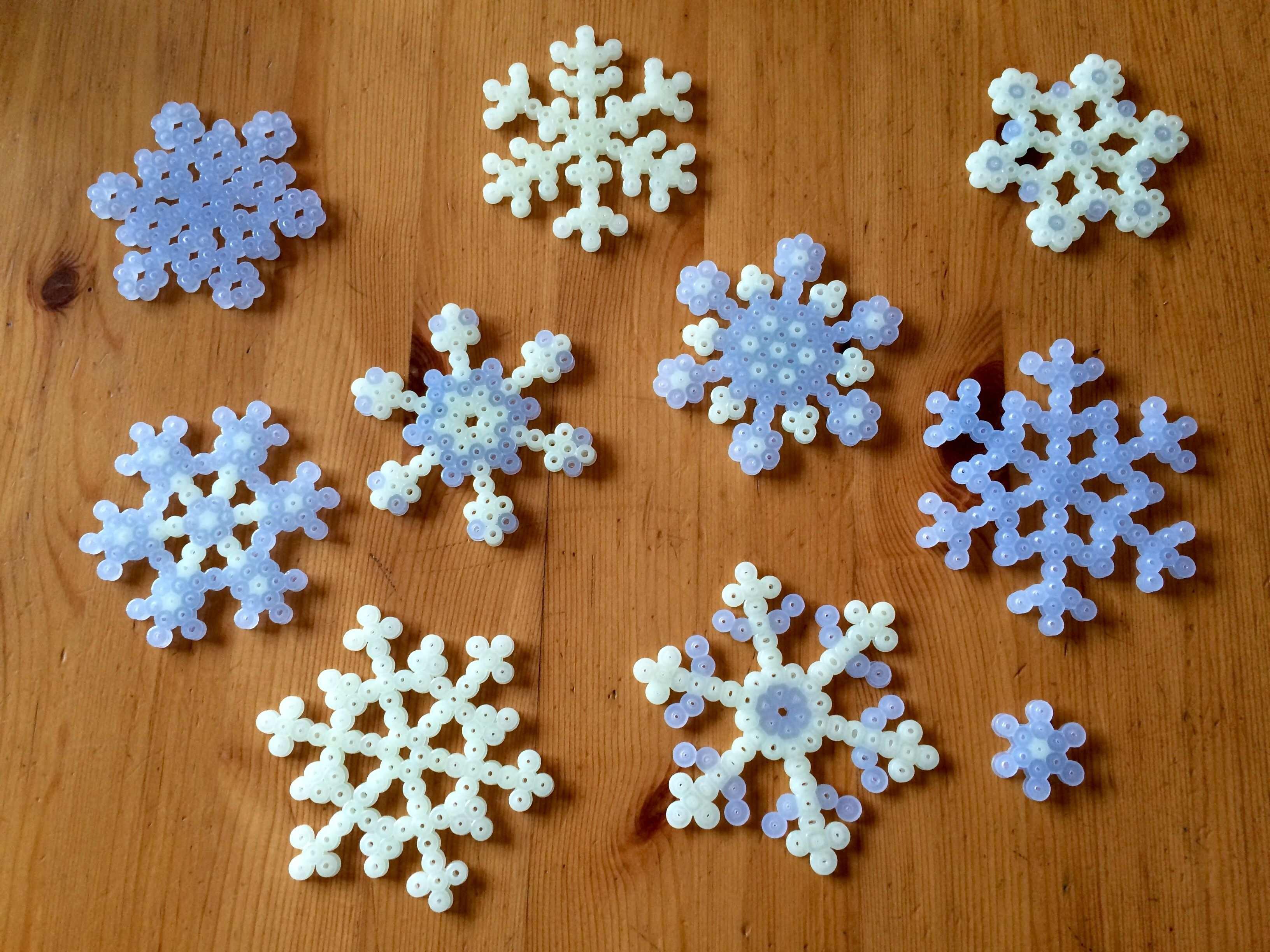 Schneeflockchen Nachtleuchtend Bugelperlen Basteln Schneeflocken