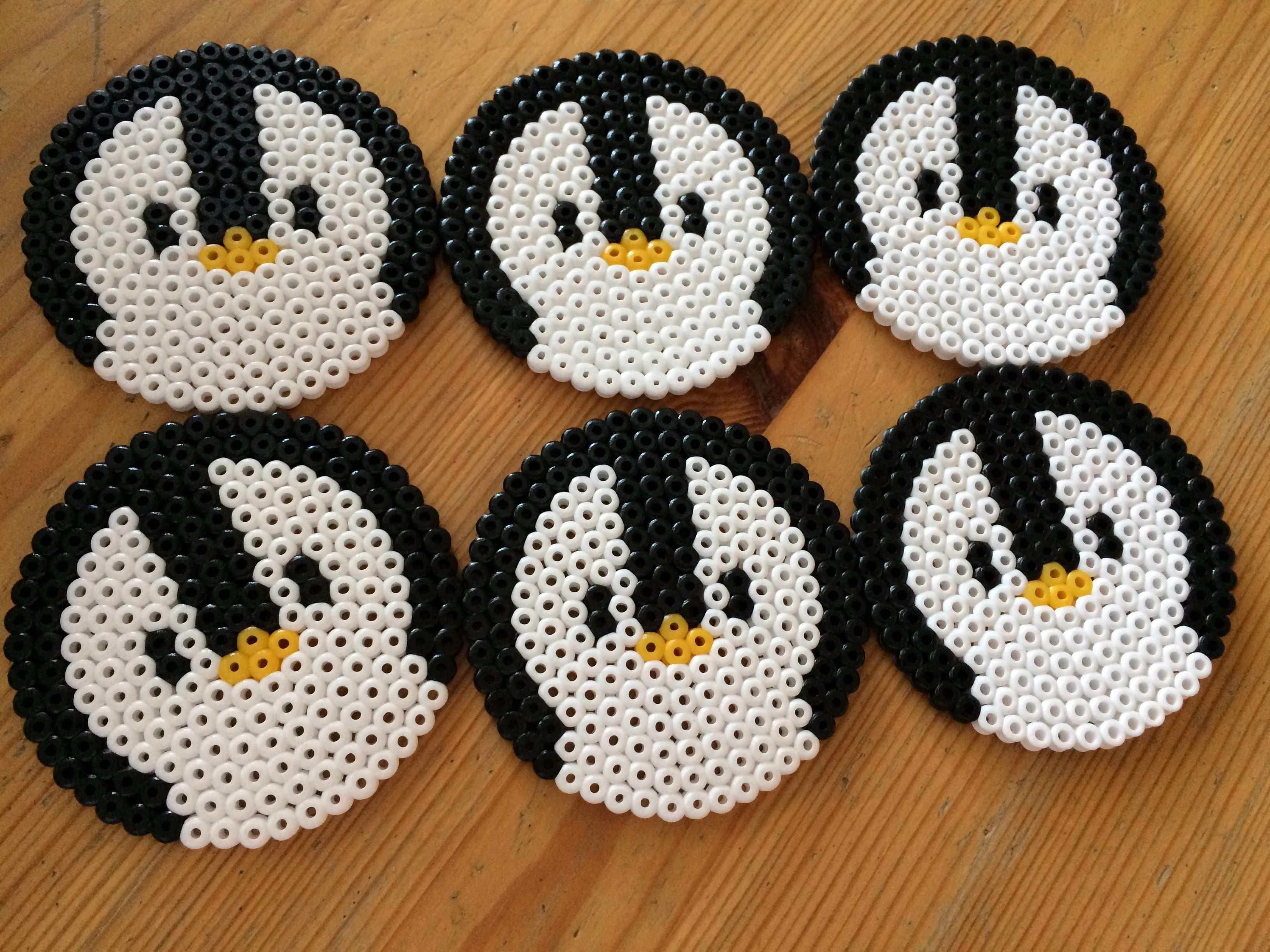 Bugelperlen Untersetzer In Form Von Pinguinen Bugelperlen Basteln Diy Geschenke