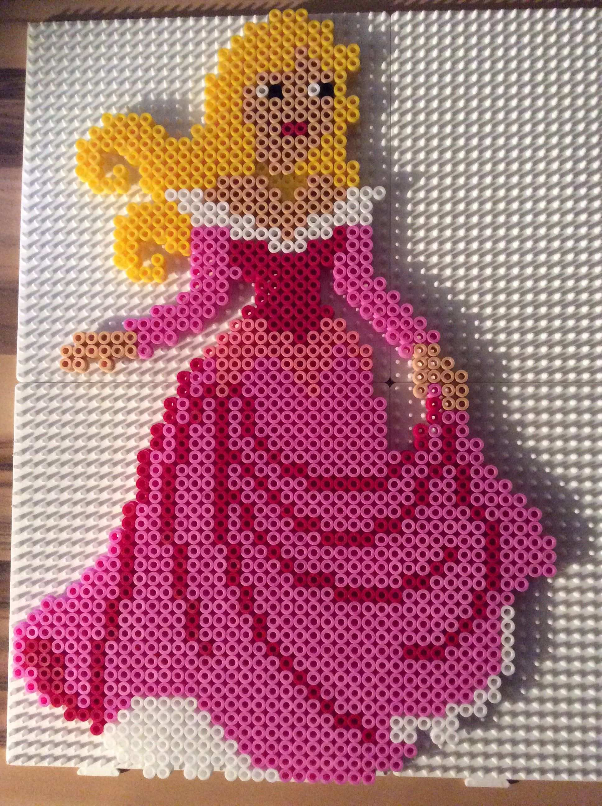 Disney Aurora Sleeping Beauty Hama Perler Beads By Angelika Witt Aktiviteter Perler Oppskrifter