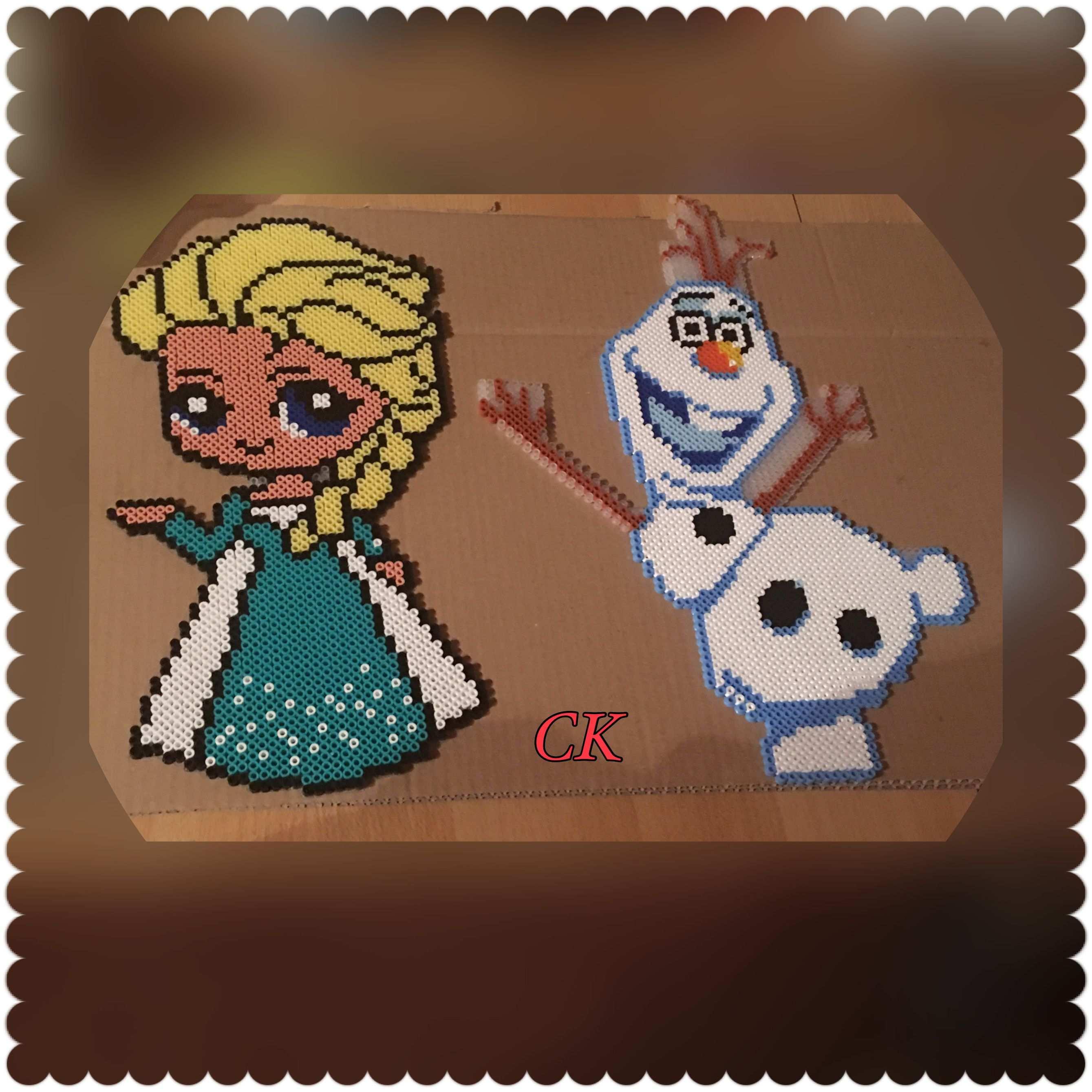 Von Mir Geperlt Vorlagen Hier Bei Pinterrest Elsa Und Olaf Von Eiskonigin Mit Bugelperlen Frozen Bugelperlen Bilder Basteln Bugelperlen Weihnachtdeko Basteln