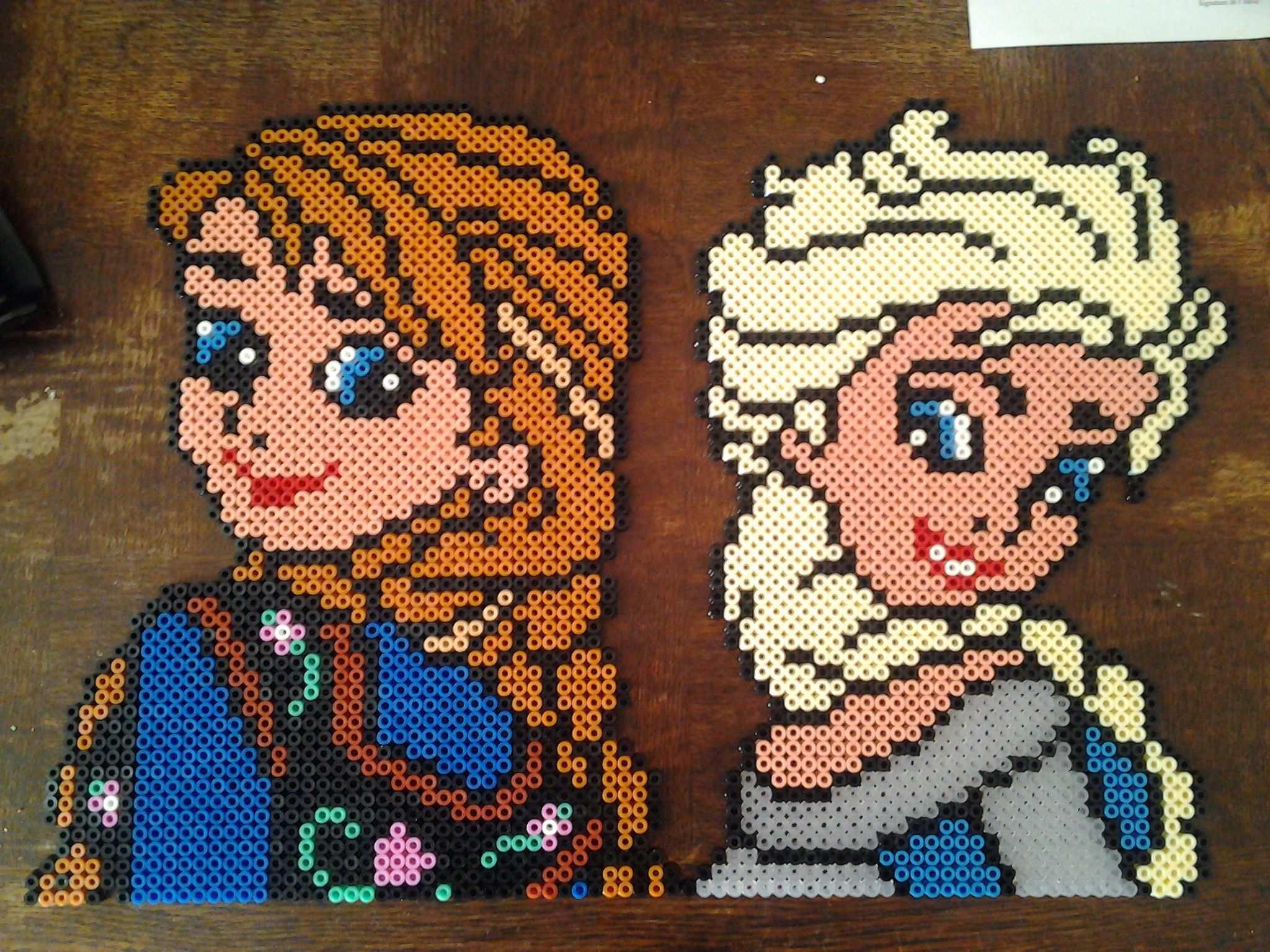 Anna And Elsa Frozen Hama Perler Beads By Marie Kli Perlemonstre Korssting Broderi Hobbyarbejde