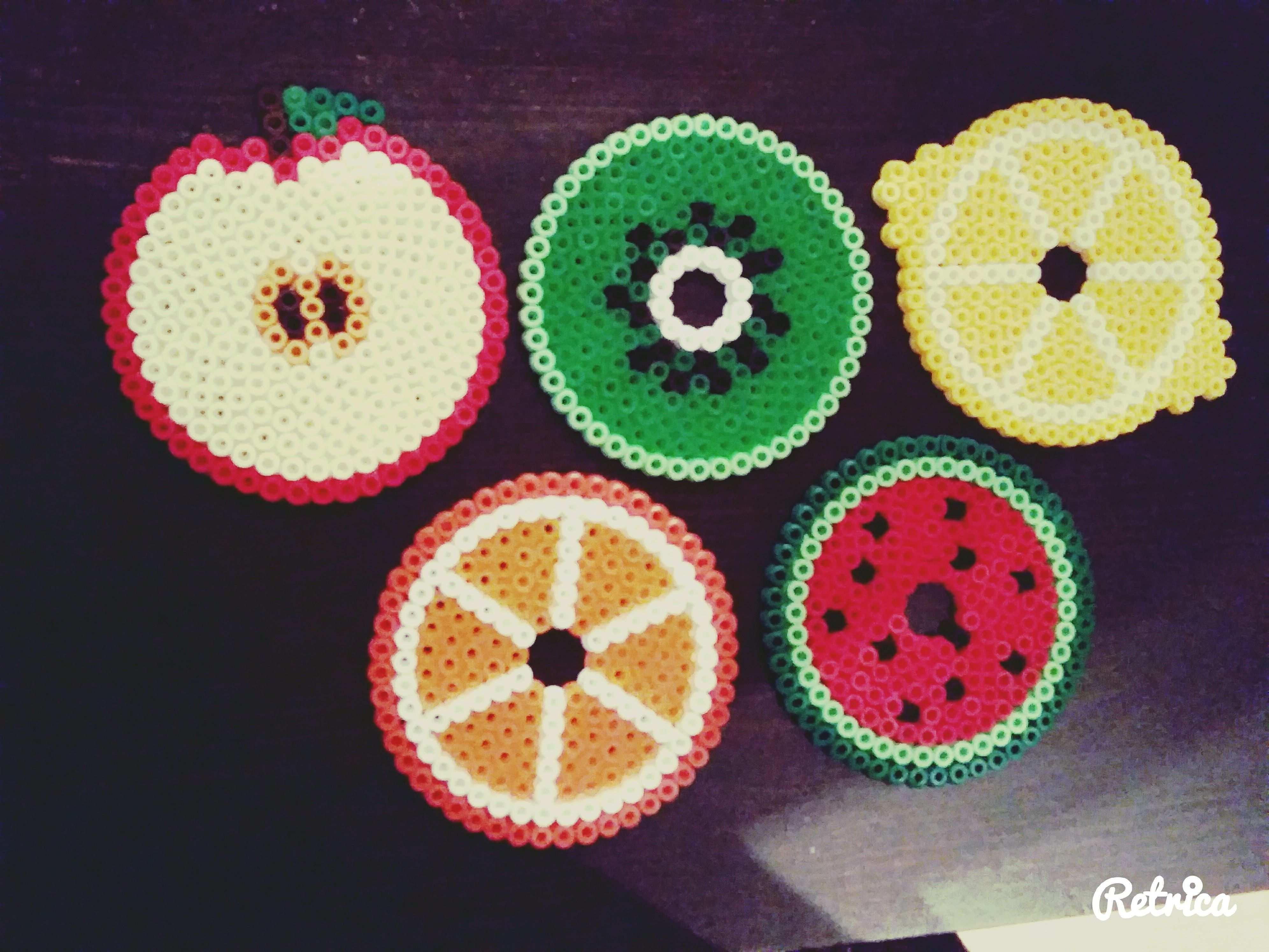 Obst Fruchte Untersetzer Aus Bugelperlen Apfel Kiwi Zitrone Orange Wassermelone Bugelperlen Hama Bugelperlen Bastelarbeiten