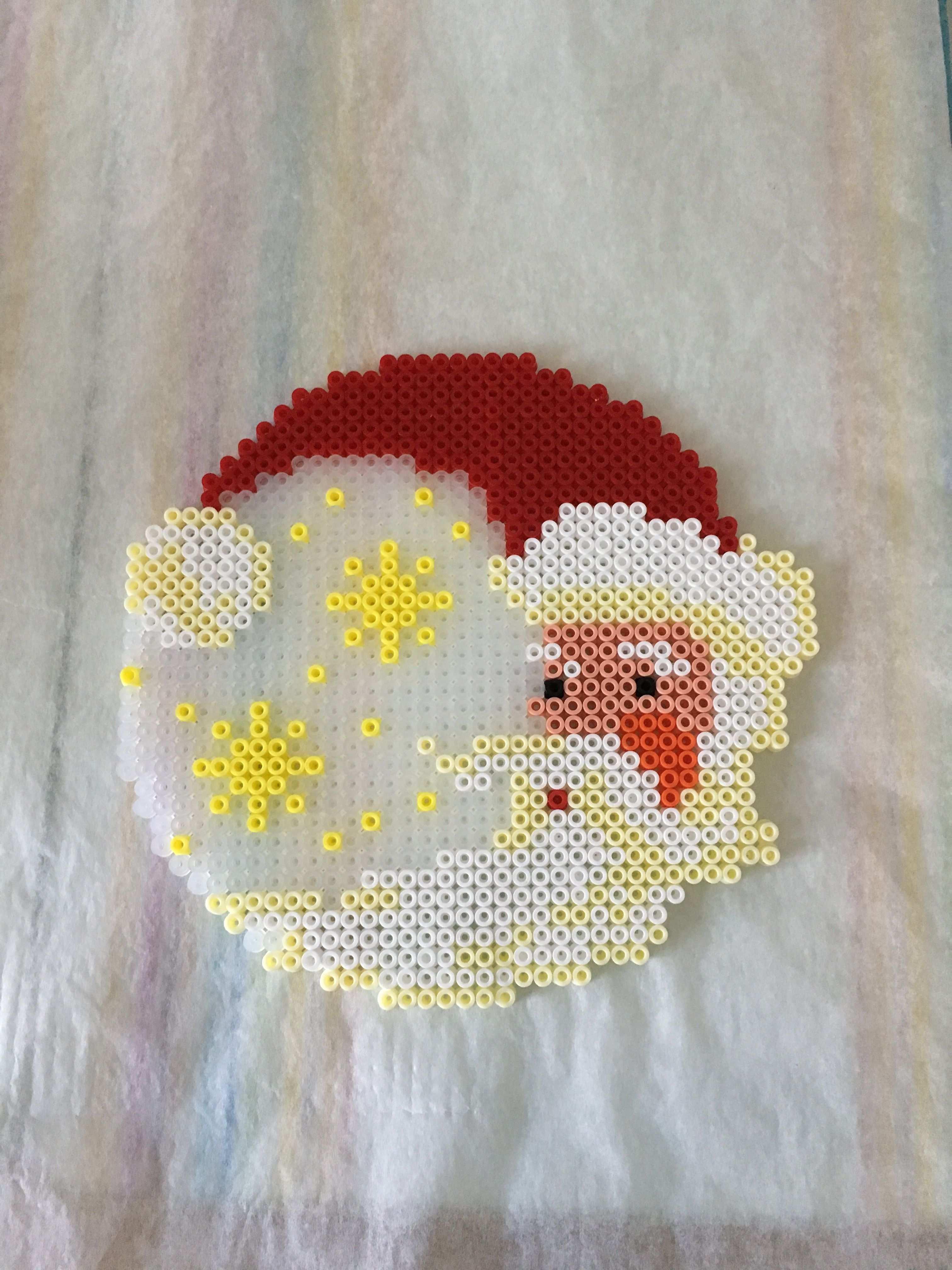 Weihnachtsmann Aus Bugelperlen Basteln Mit Bugelperlen Weihnachten Bugelperlen Buegelperlen Weihnachten