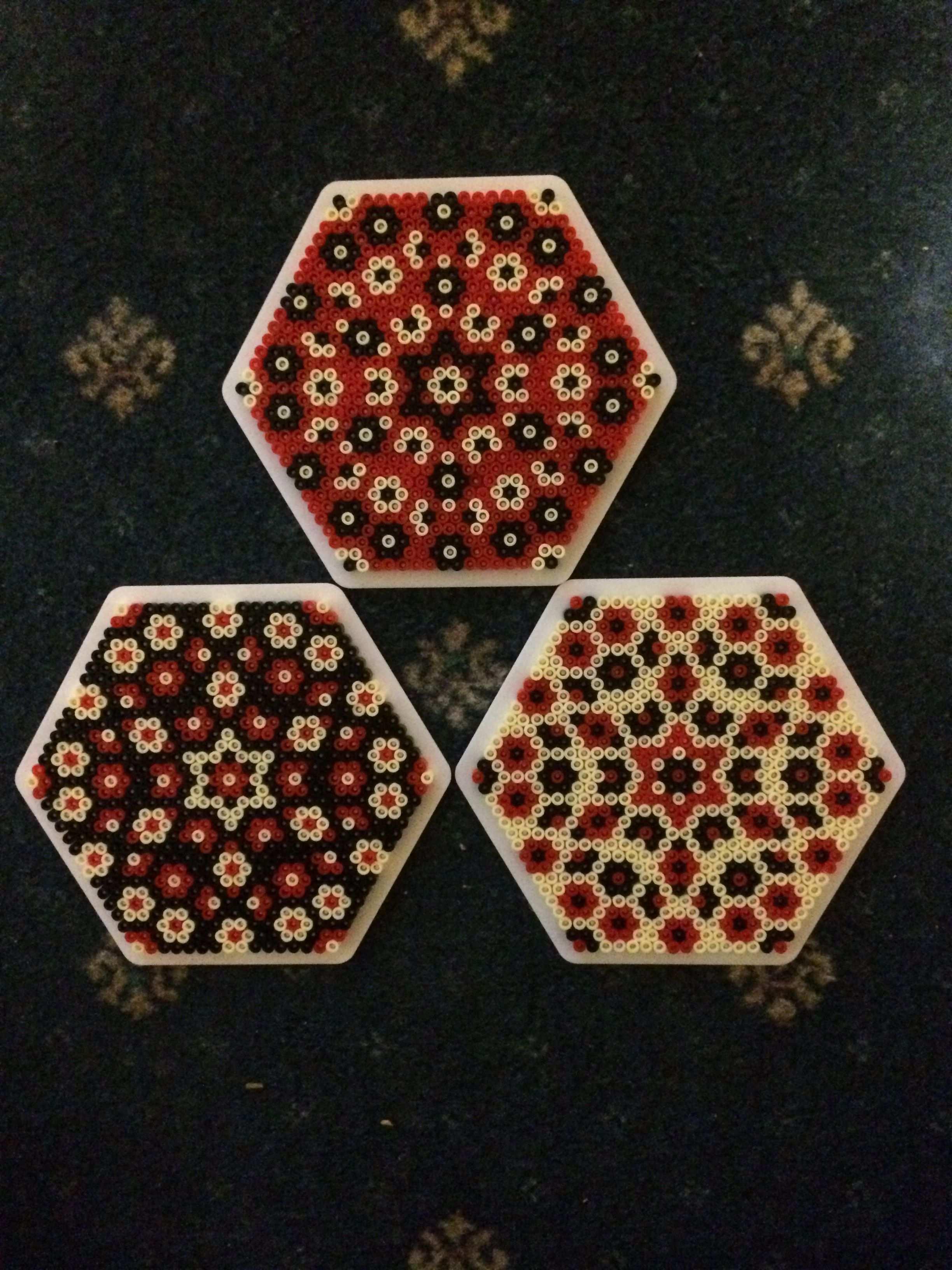 Hama Beads Hexagon 11 Mit Bildern Bugelperlen Perler Bead Designs Hama Perlen Untersetzer