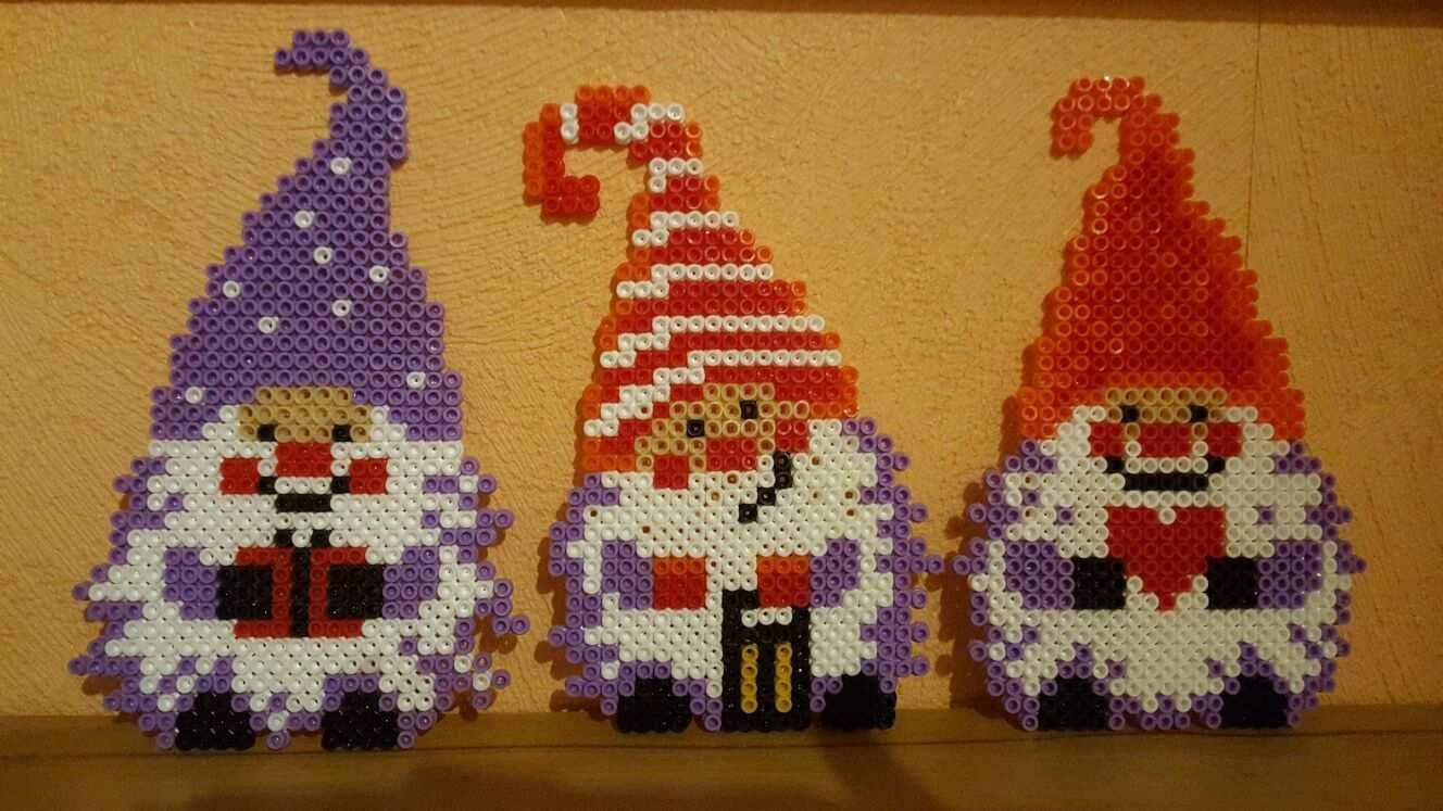 Bugelperlen Vorlage Weihnachtswichtel Kiki Die Kinderkiste Basteln Mit Bugelperlen Weihnachten Buegelperlen Weihnachten Basteln Bugelperlen