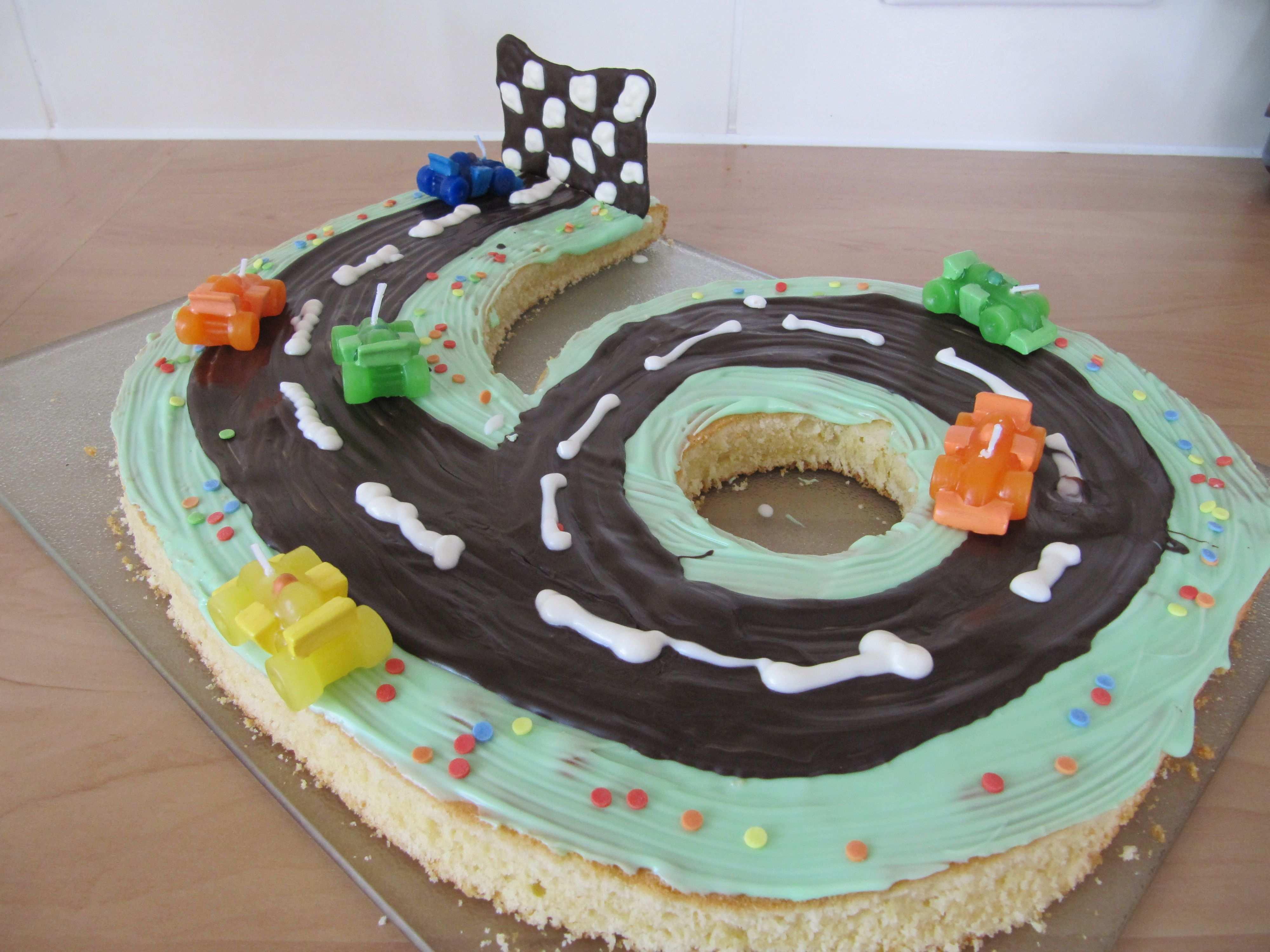 Rennwagen Torte Cars Kuchen Geburtstagskuchen Kindergeburtstag Rennwagen Kuchen