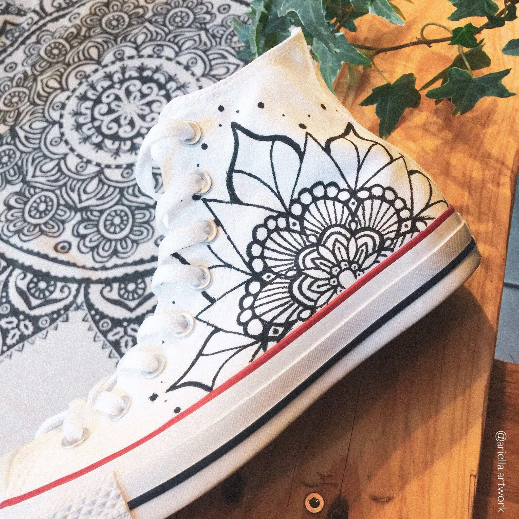 Customized Chucks Mandala Bemalte Schuhe Postkarten Fahrzeugbeschriftung