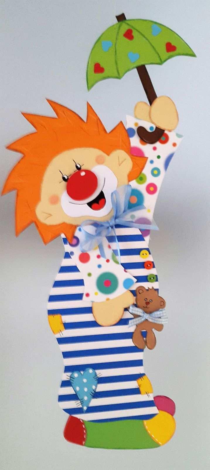 Fensterbild Clown Im Nachthemd Fasching Karneval Dekoration Tonkarton In Bastel K Karneval Basteln Dekoration Karneval Basteln Kindern Clown Basteln
