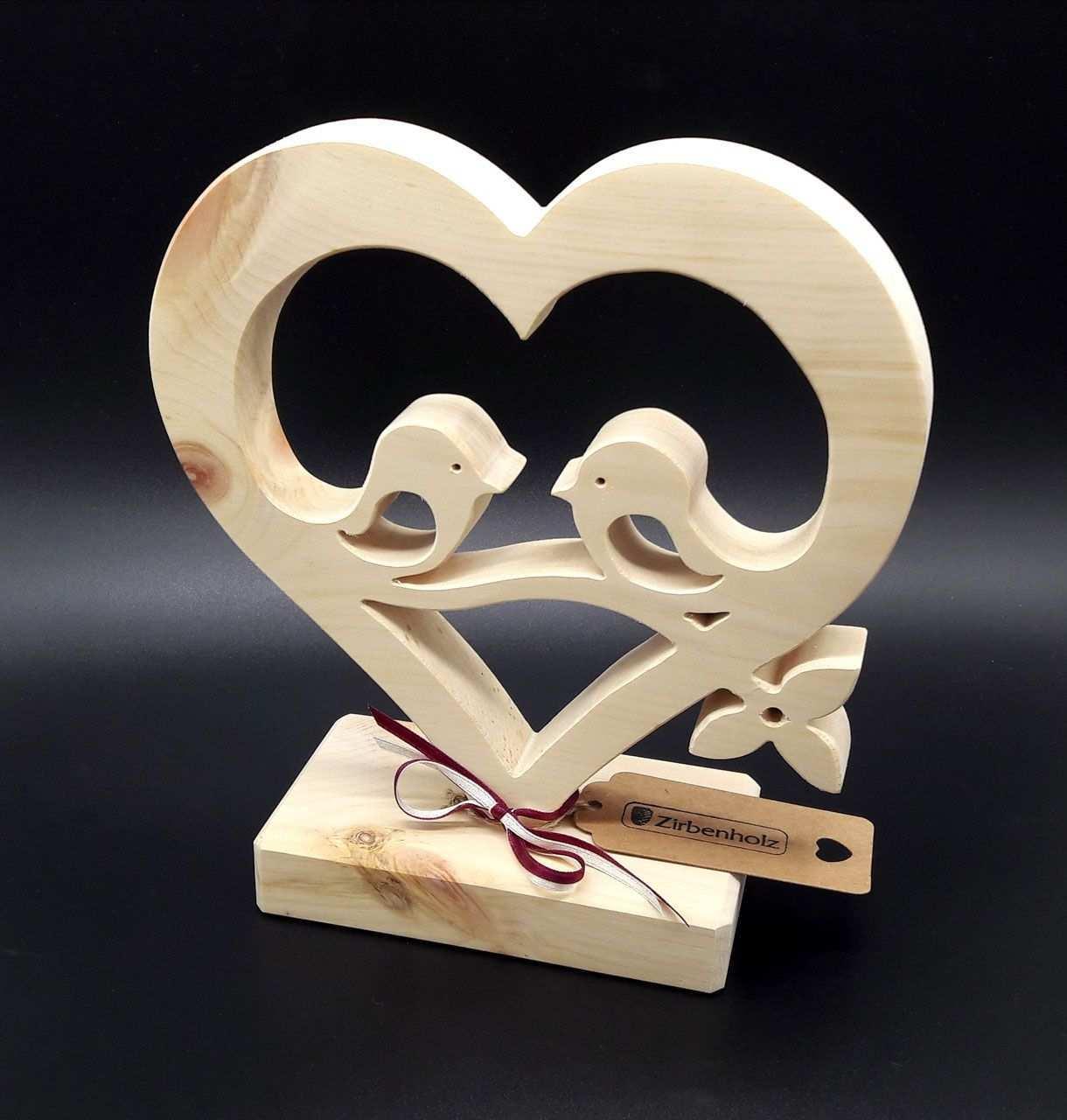Herz Mit Verliebte Vogel Aus Zirbenholz Zum Muttertag Hochzeit Verlobung Oder Fur Geschenke Aus Holz Hochzeitsgeschenke Holz Originelle Hochzeitsgeschenke
