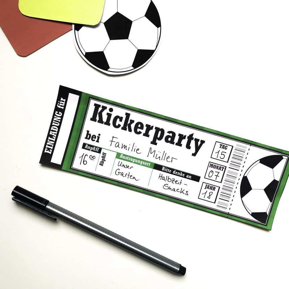 Fussballgeburtstag Mit Limmaland Das Runde Muss Ins Eckige Kindergeburtstag Fussball Fussball Party Geburtstagseinladungen Kinder