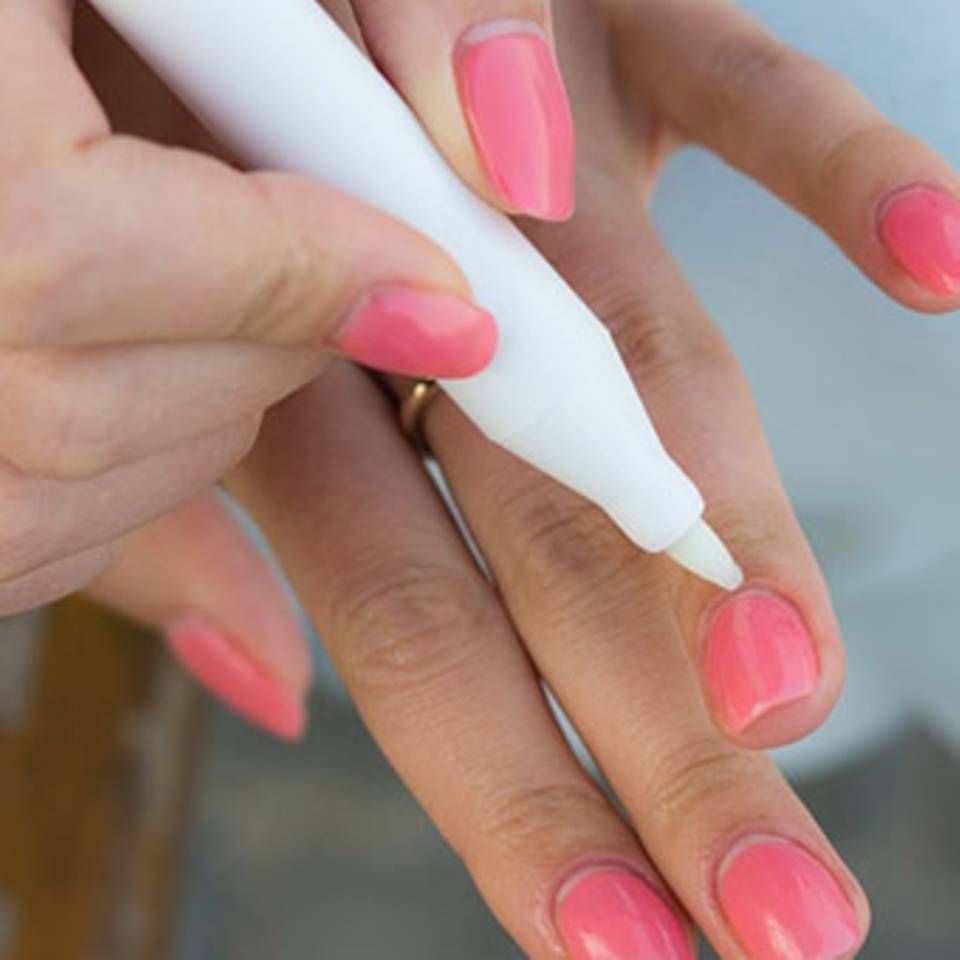 Mit Diesen Tricks Gelingt Das Nagel Lackieren Perfekt Nagel Lackieren Fingernagel Lackieren Naildesign