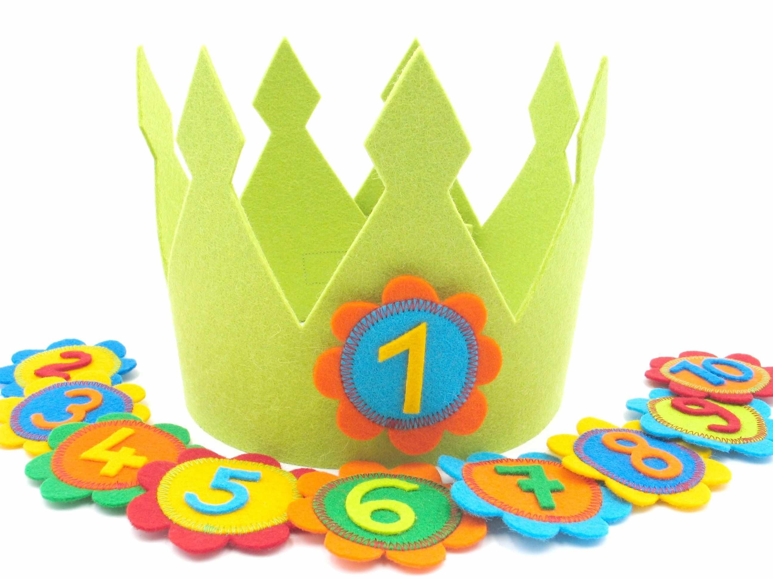 Geburtstagskrone Mit Austauschbaren Zahlen In Blumenform Geburtstagskrone Geburtstagskrone Basteln Filz Krone