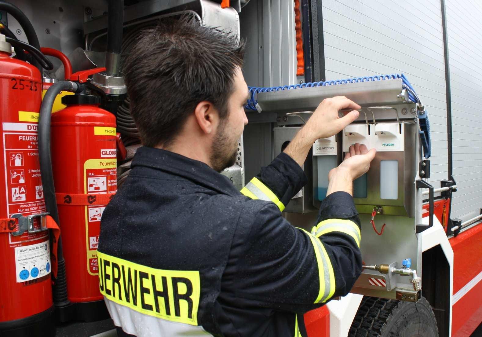 Schutz Vor Schmutz Im Feuerwehrdienst Sauber Ist Gesund Hfuk Nord Hanseatische Feuerwehr Unfallkasse Nord Hamburg Mecklenburg Vorpommern Und Schleswig Holstein