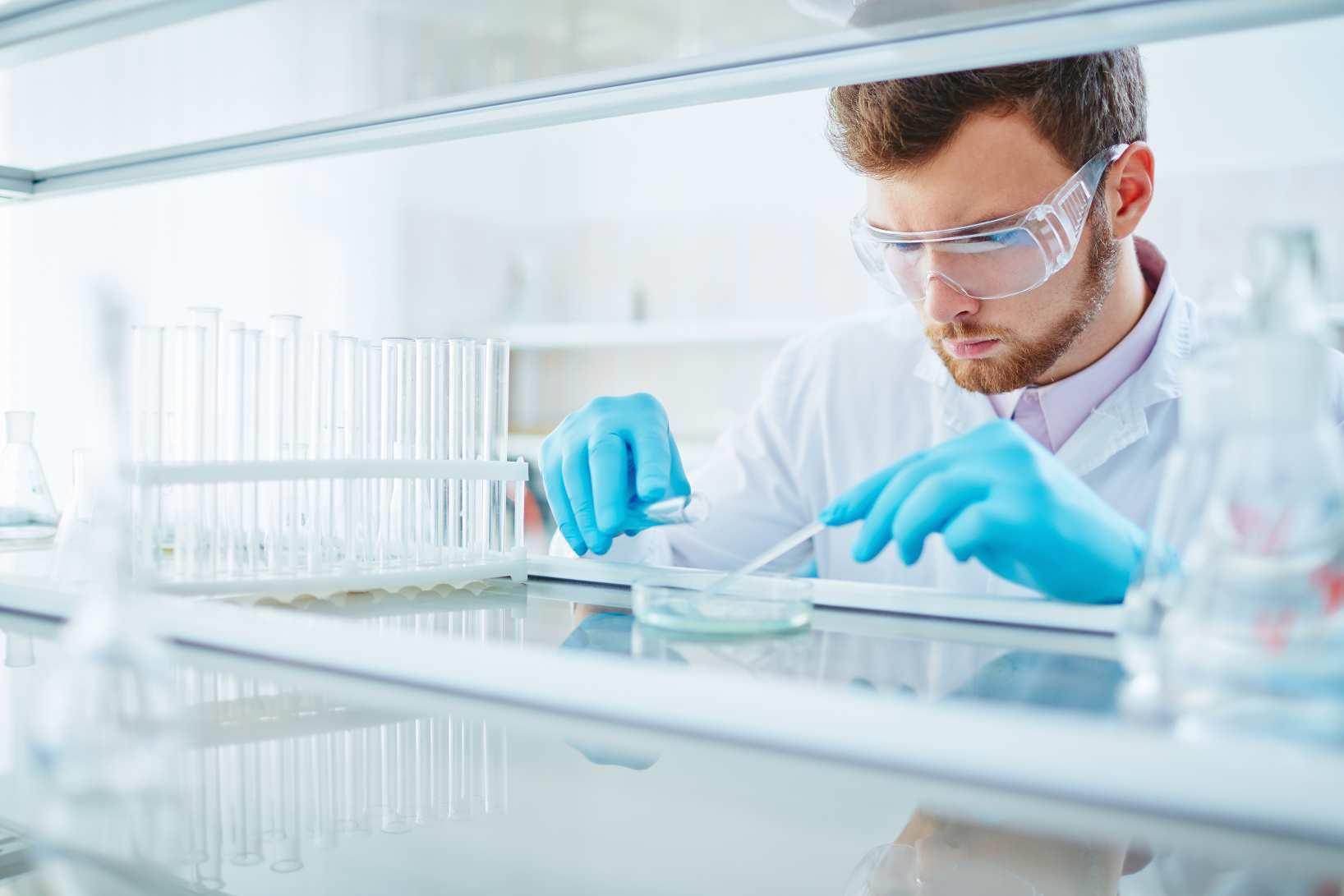 Wie Sie Die Gefahrdungsbeurteilung Im Labor Sicher Durchfuhren Weka