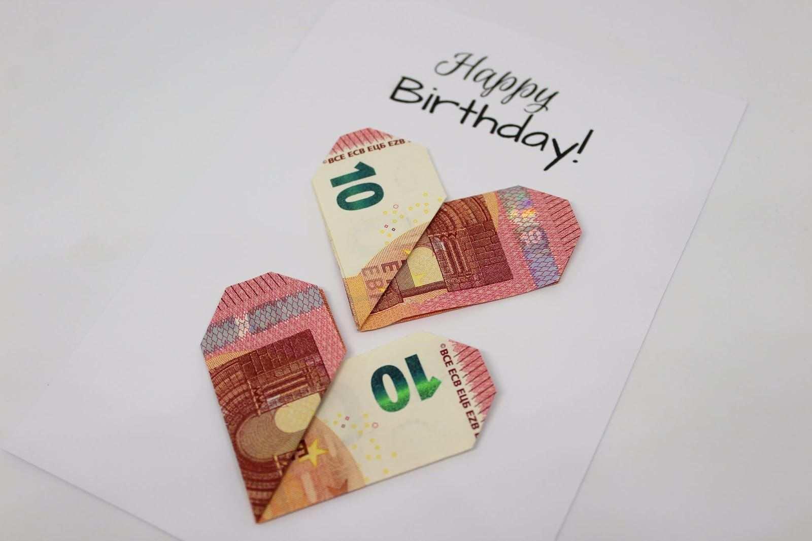 Diy Geldgeschenk Herzen Nach Origami Art Die Perfekte Geschenkidee Kostenlose Vorlage Geldgeschenke Geldgeschenke Selber Basteln Geldgeschenke Basteln