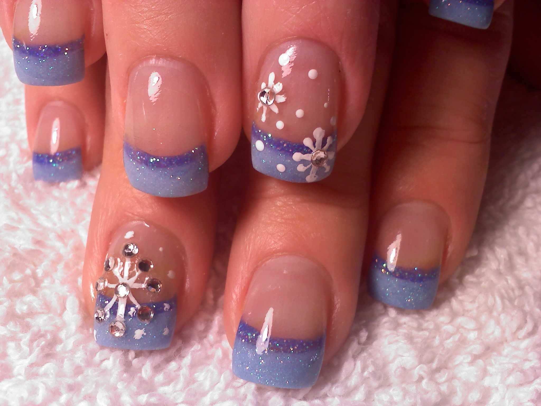10 Cool Nail Arts For Christmas Snow Nails Christmas Nails Snowflake Nails