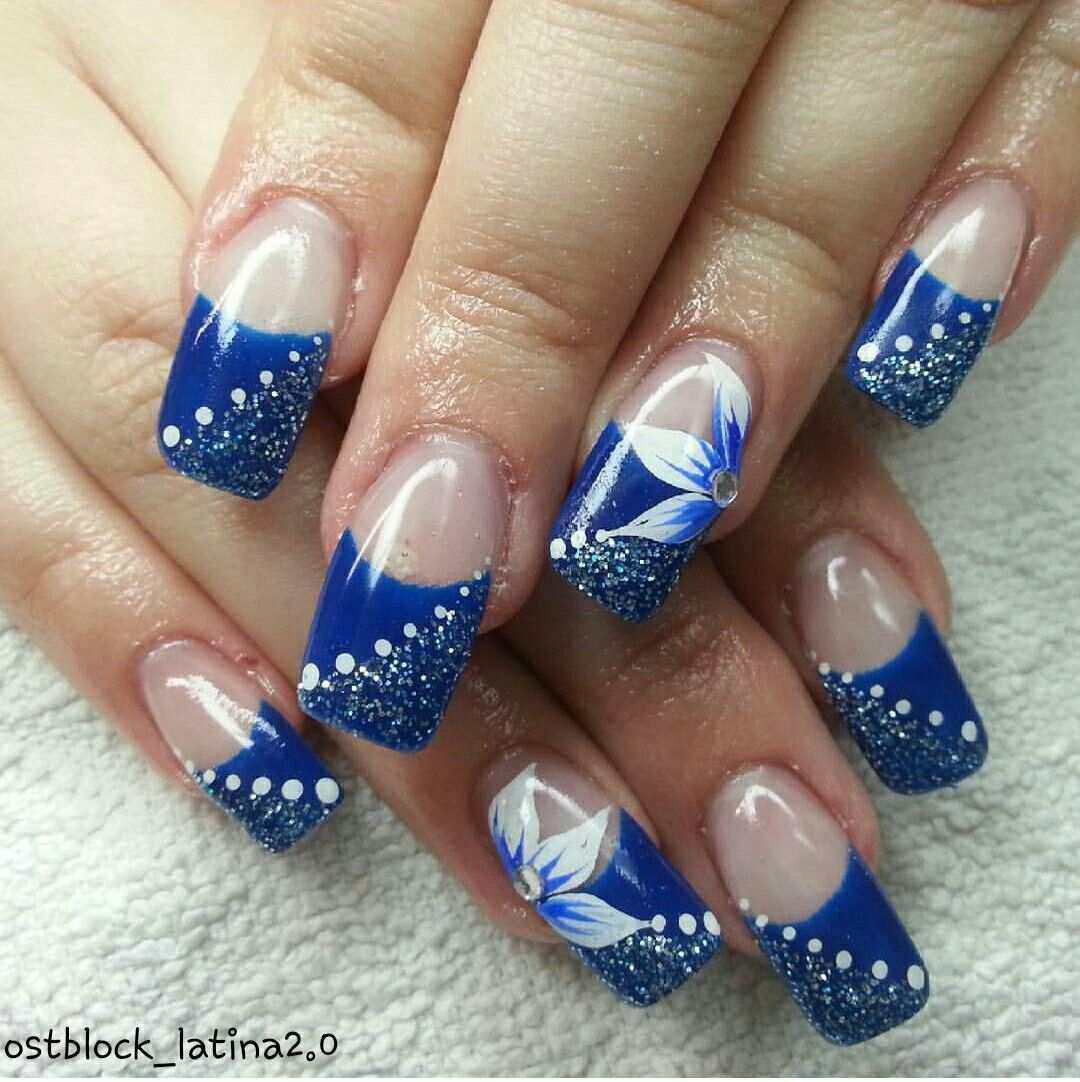 Nagel Gelnagel Blau Weiss Glitzer Blume Strass Punkte Nails Gelnails Blue White Glitter Strass Pounds Paznokcie Zelowe Ni Blaue Nagel Gelnagel Blau Nagel Blumen
