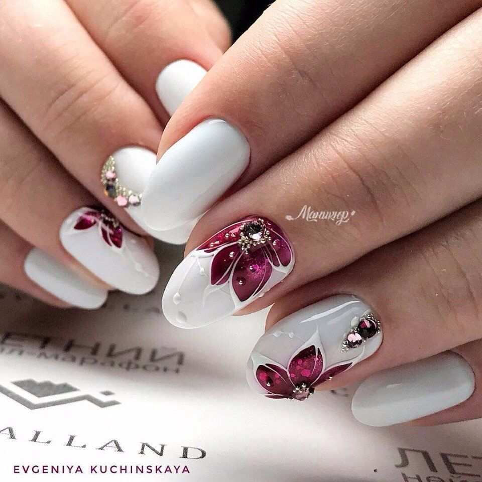 Pin By Roma On Nogti Nail Designs Flower Nails Floral Nails