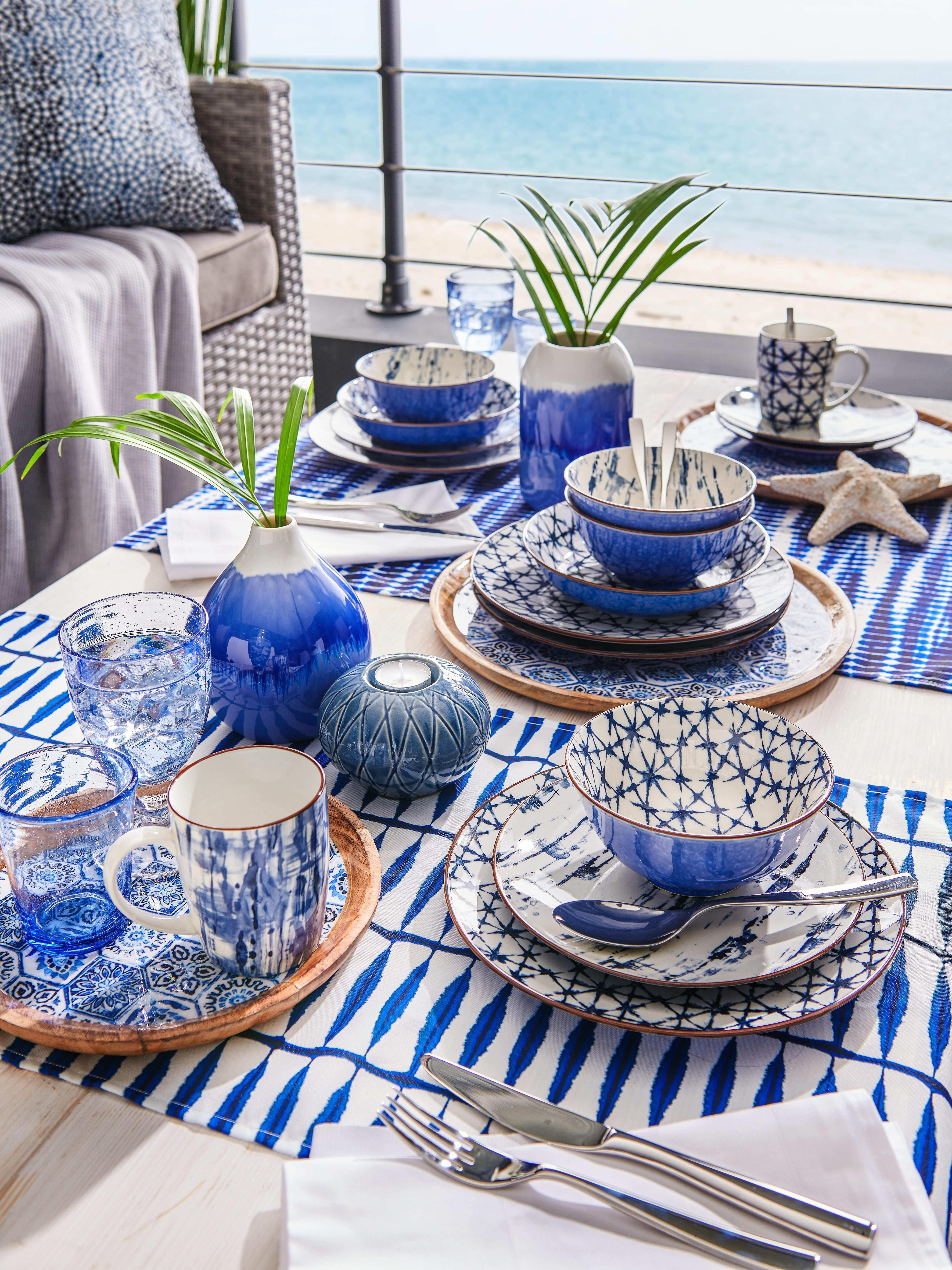 Sommerliches Geschirr Mit Blauem Muster Kombiservice Steinzeug Blaues Geschirr
