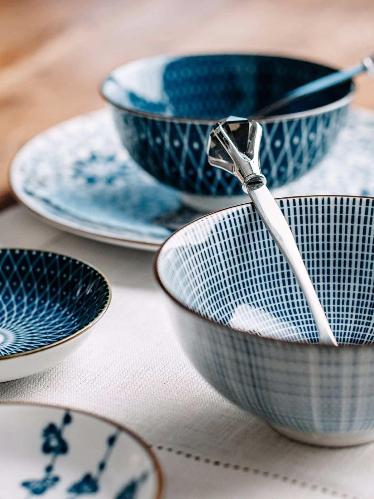 Ob Asiatisch Oder Fruhstucksbowl Feine Muster Und Linien Freuen Den Essenden Betrachter Doch Immer Am Besten Sieht Das Geschirr Schones Geschirr Blau Muster