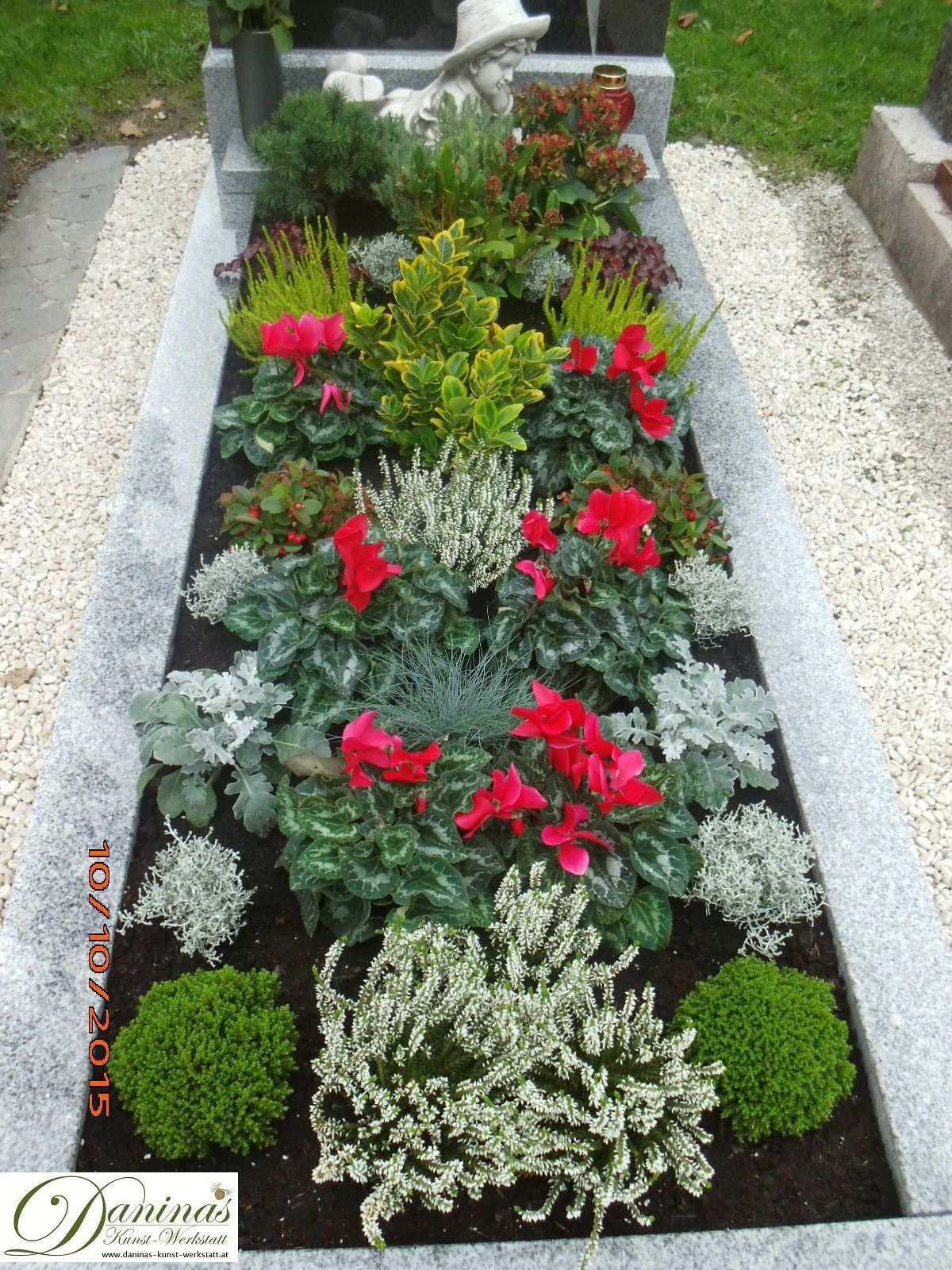 Grabgestaltung Herbst Friedhofsblumen Grabgestaltung Herbst Ideen Und Viele Grabbepflanzung Beispiele Und Tipps Memorial Garden Front Garden Entrance Plants