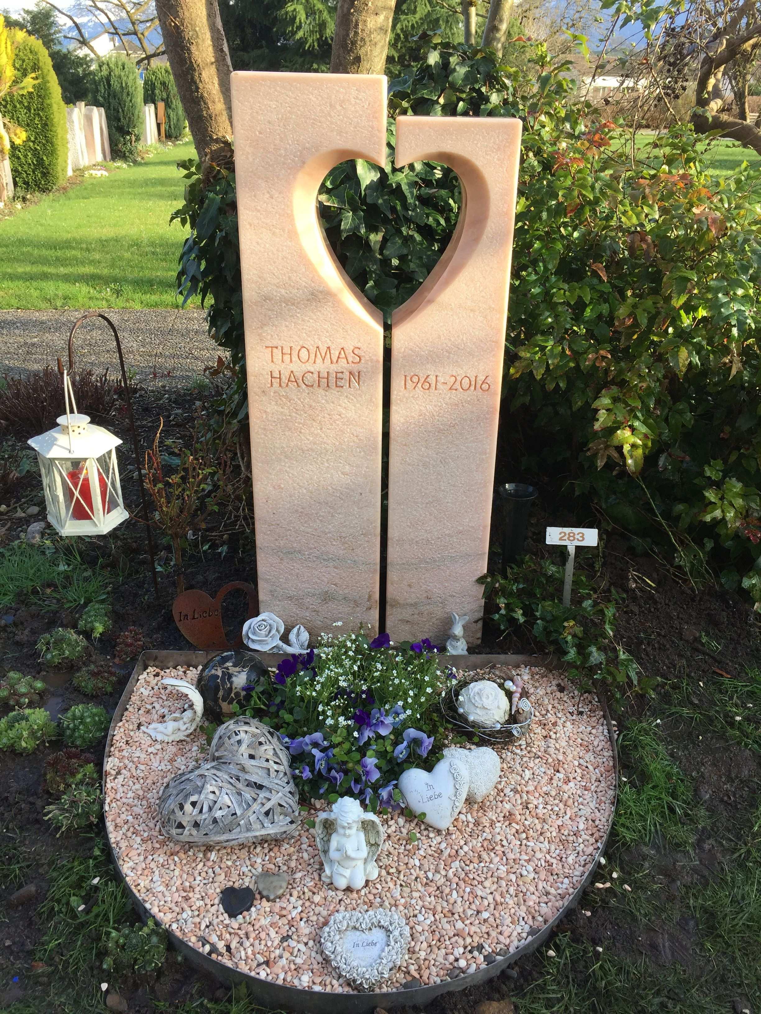 Steingrab Urnengrab Www Blumenkaspar Ch Urnengrab Grabgestaltung Friedhofs Dekorationen