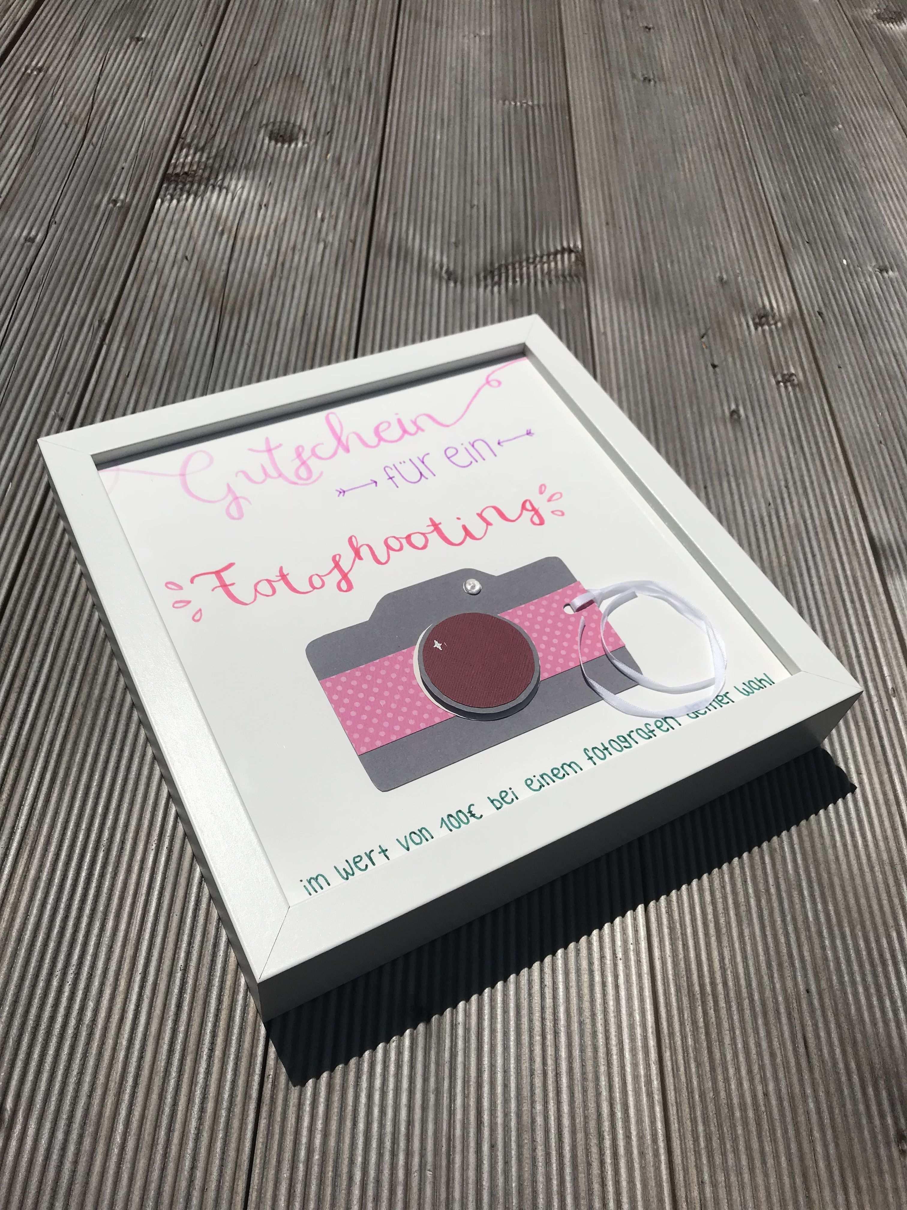 Diy Gutschein Fur Ein Fotoshooting Gutscheinverpacken Diy Gutschein Fur Ein Fotoshooting In 2020 Gutschein Basteln Gutschein Fotoshooting Geschenke
