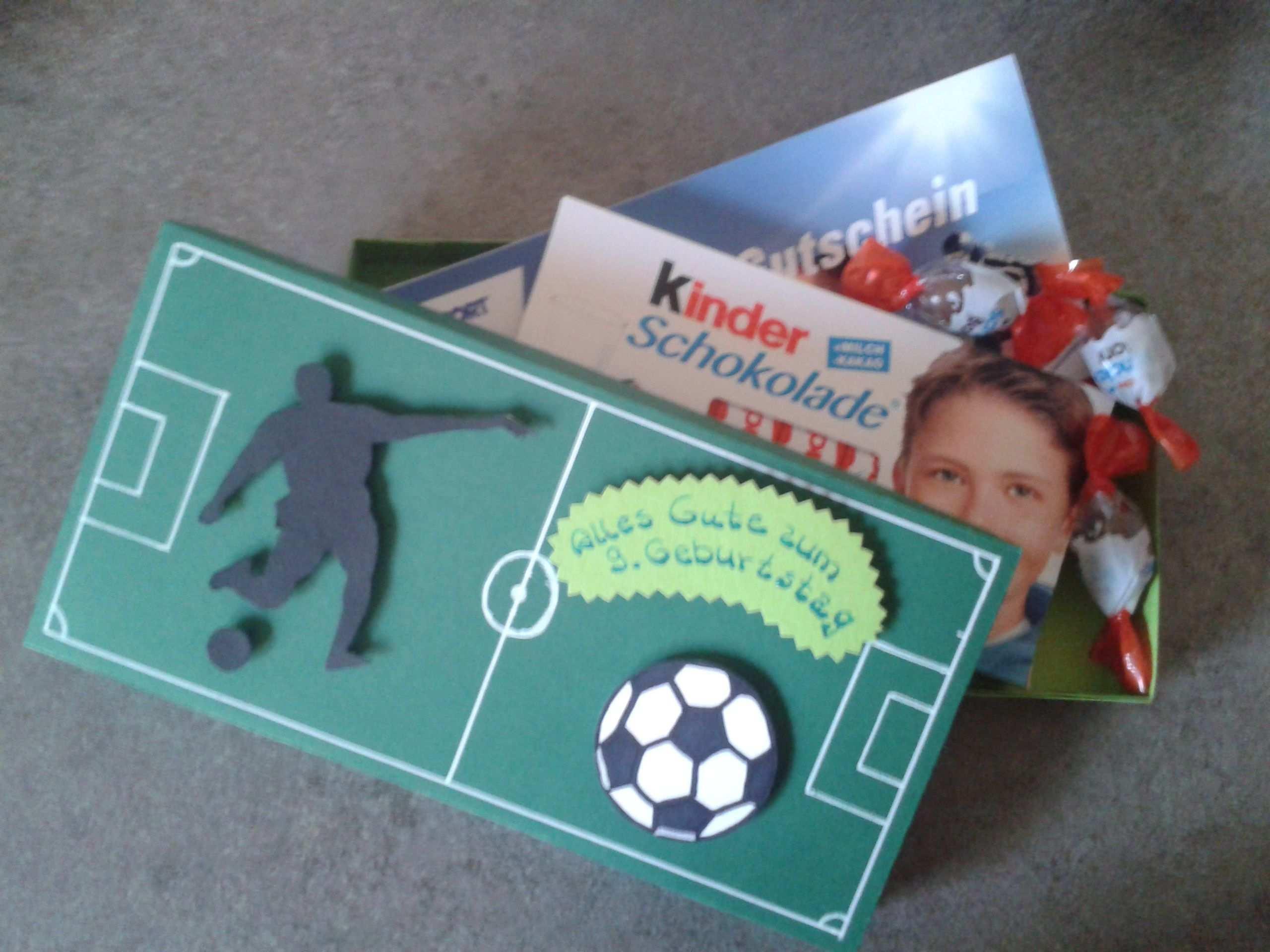 Gutschein Verschenken Kind Fussball Sport Gutscheine Verschenken Gutschein Verpacken Kinder Gutschein Verpacken Kindergeburtstag