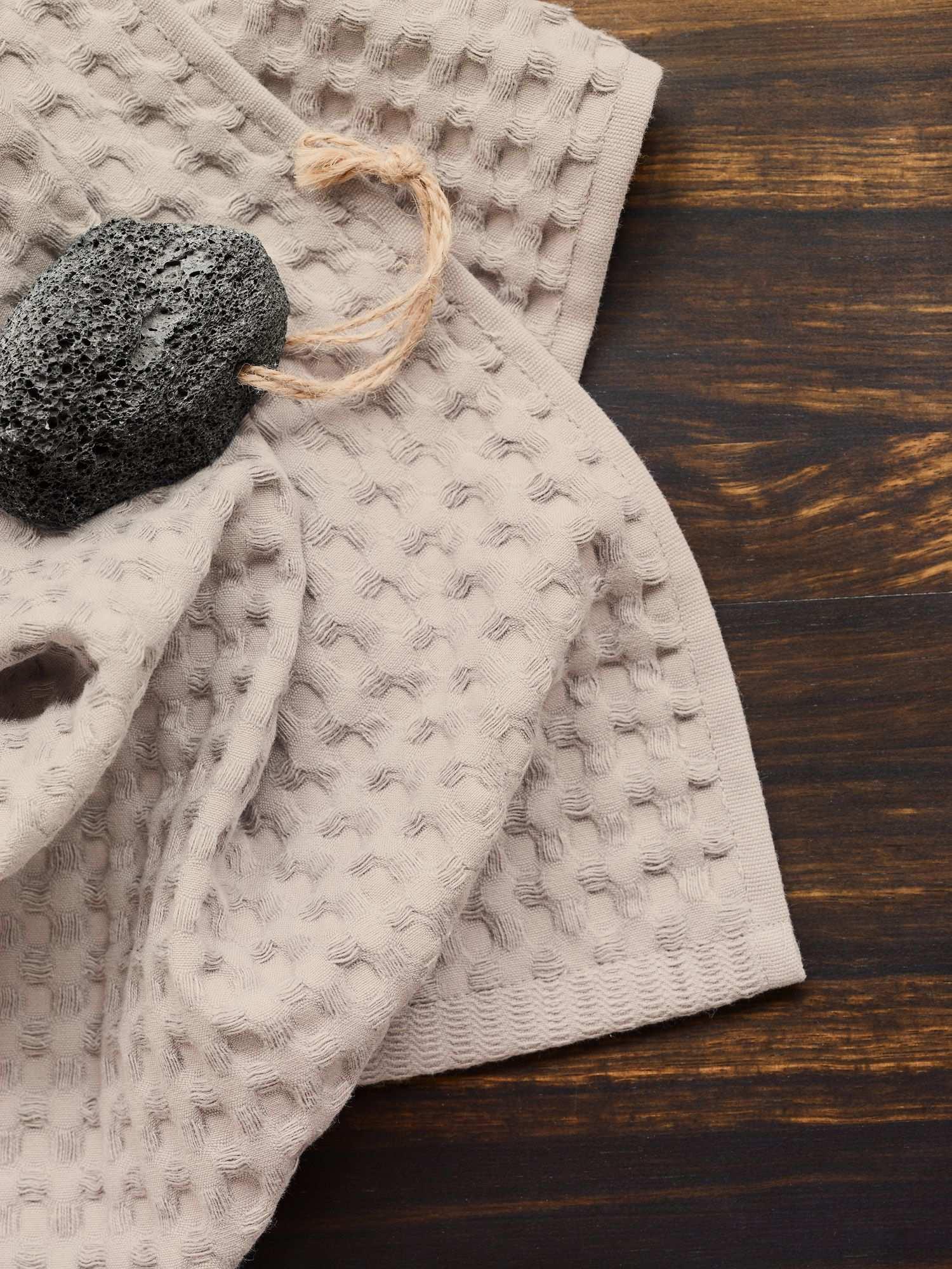 Wunderschone Handtuch Serie Aus Hautfreundlicher Und Weicher Baumwolle Mit Einem Raffiniertem Waffelmuster Handtucher Waffelpique Badaccessoires