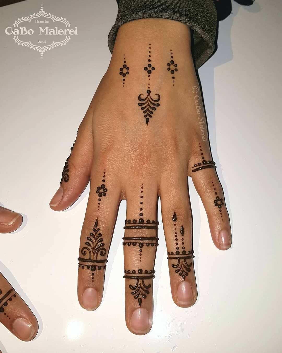 Kleines Einfaches Muster Simple Pattern Malerei Mit Natur Henna Die Paste Ist Henna Tattoo Vorlagen Henna Tattoo Vorlagen Einfach Tattoo Vorlagen