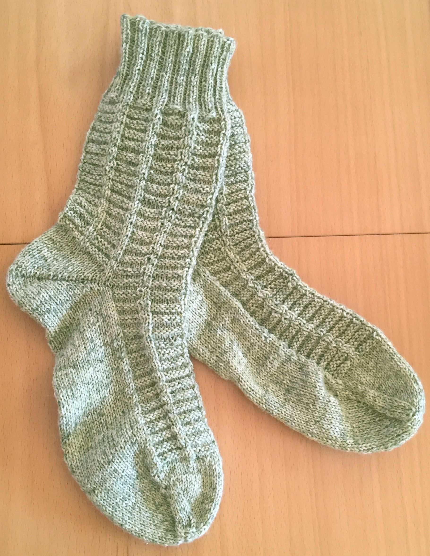 Diese Socken Stricken Sich Ganz Flink Das Muster Hat Man Schnell Intus Und Muss Nicht Auf Die Socken Stricken Socken Stricken Muster Socken Stricken Anleitung