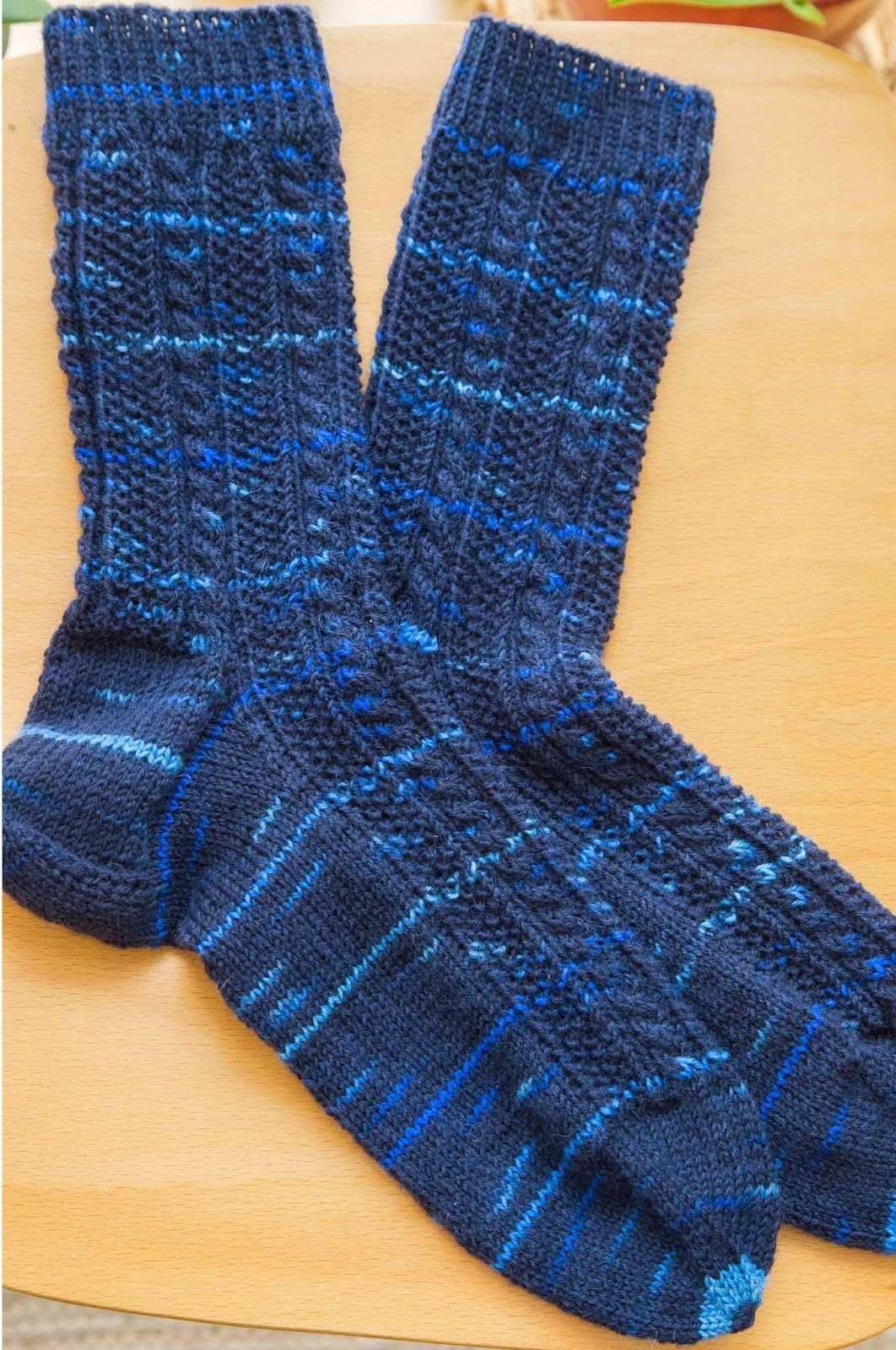 Nadelei Socken Mit Zopfmuster Socken Stricken Socken Zopfmuster Socken Stricken Muster