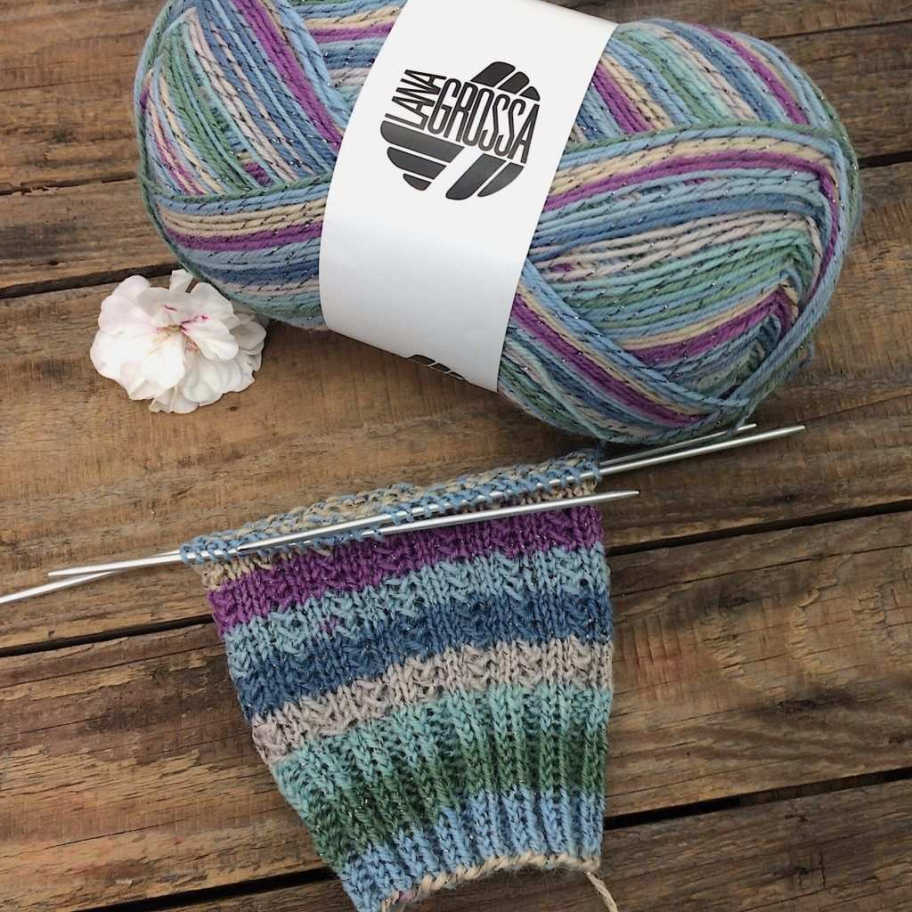 Gratisanleitung Socken Muster Charade Lanagrossa Meilenweit Glamy Socken Stricken Muster Socken Stricken Socken Stricken Anleitung