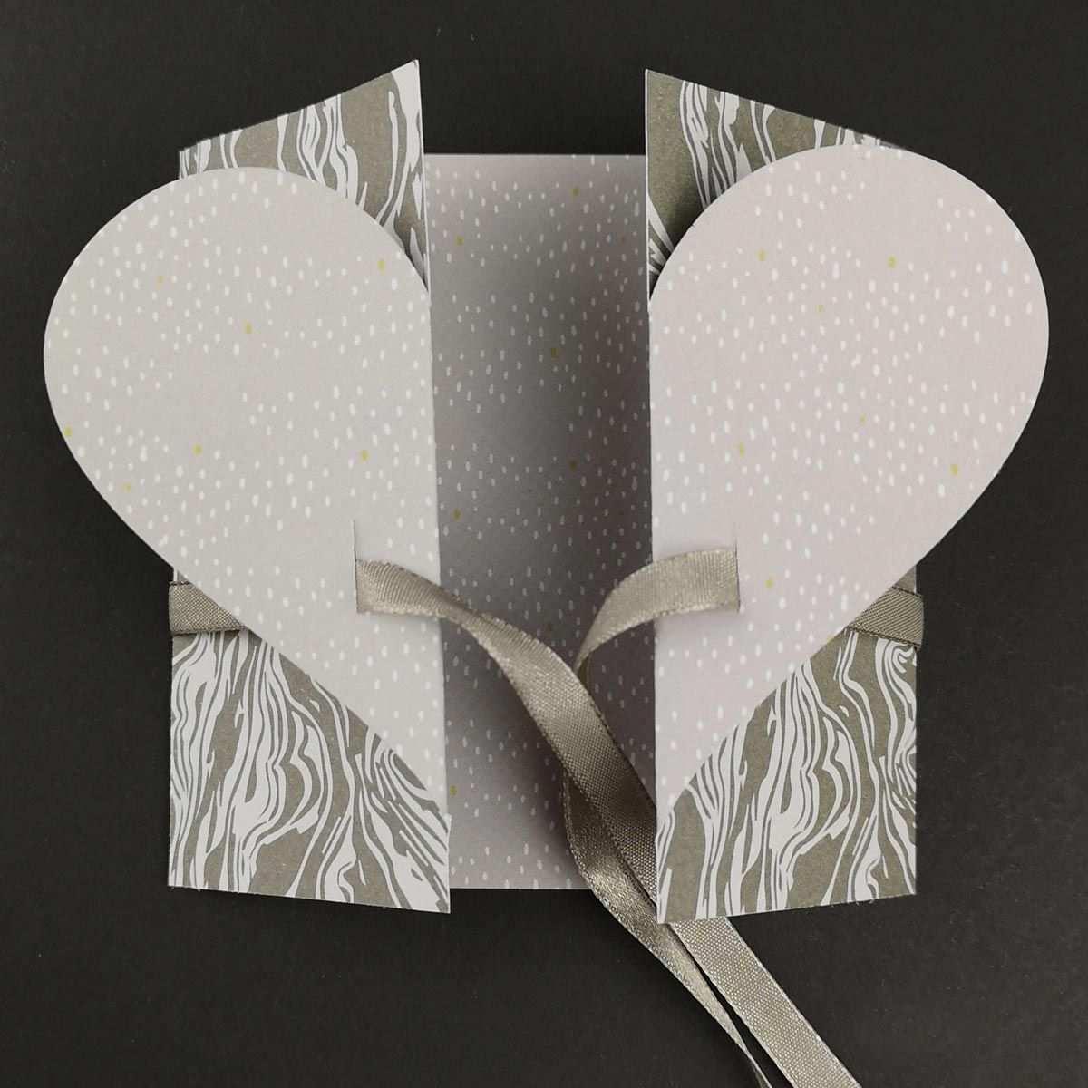 Schlichte Hochzeitskarte Basteln Plotterfreebie Bastelvorlage Kugelig Com In 2020 Hochzeitskarte Basteln Karte Hochzeit Hochzeitskarten